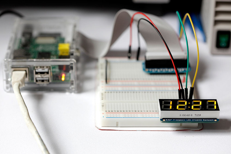 Stoel Wieltjes Gamma : Overview matrix and 7 segment led backpack with the raspberry pi