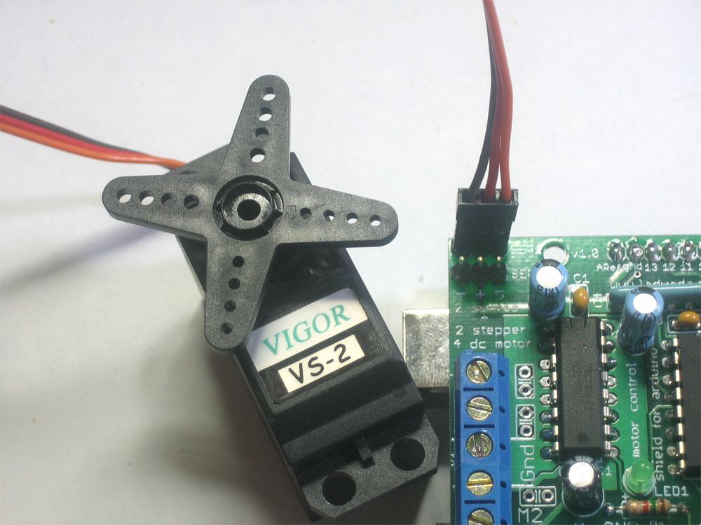 Arduino stepper motor and servos shield -Use Arduino