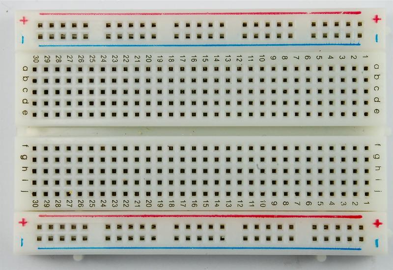 learn_arduino_breadboard_half.jpg