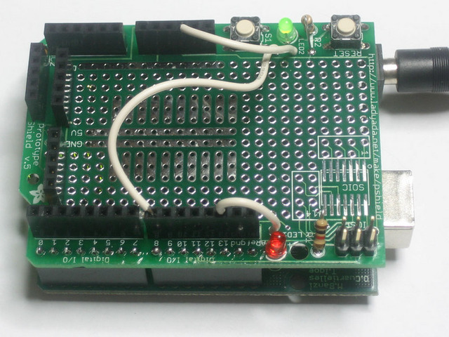 learn_arduino_shieldledbuttonwires.jpg