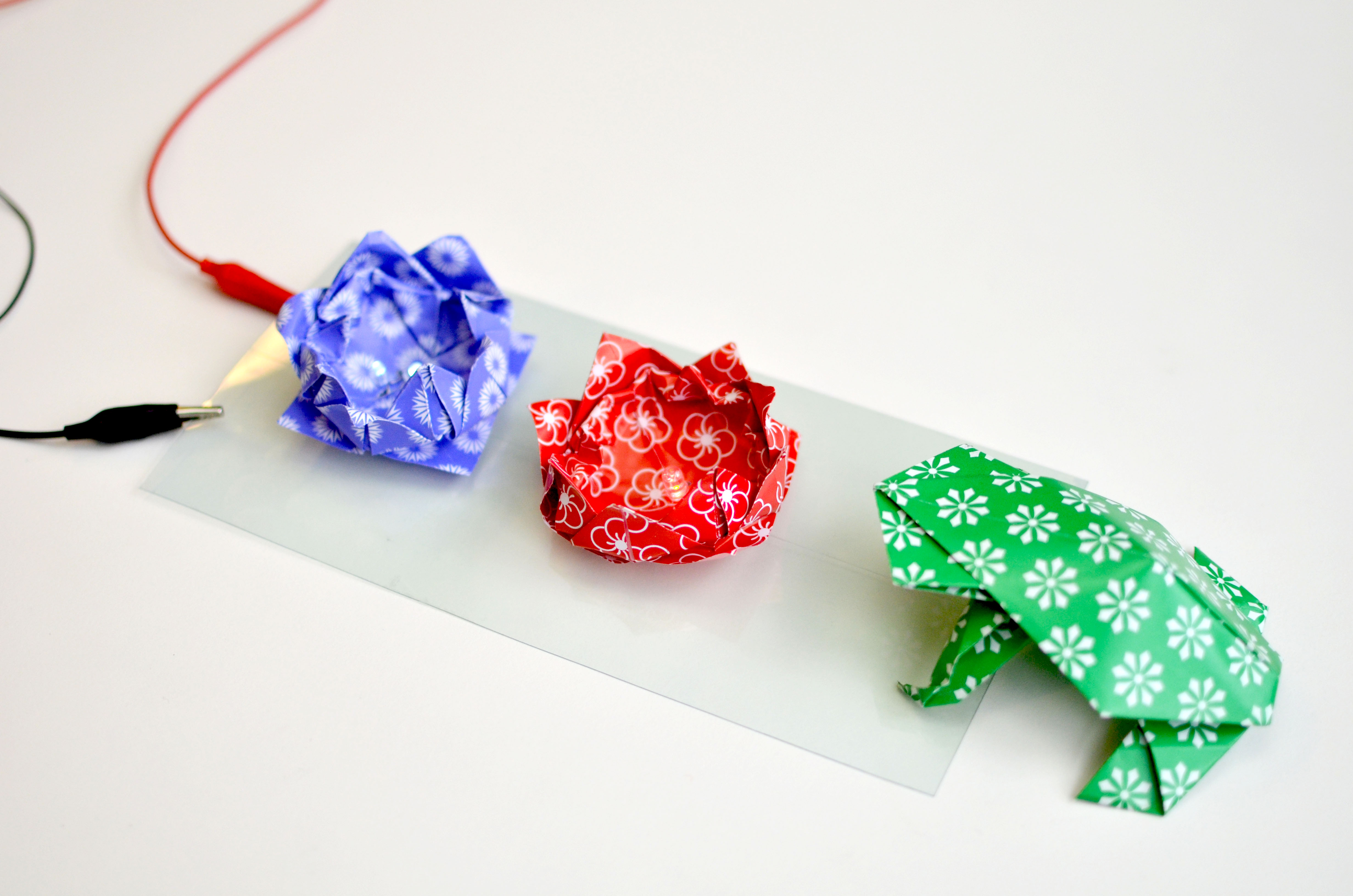 braincrafts_LED_ITO_Origami_pond_arrangement.jpg