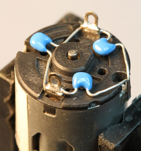 adafruit_products_motor_capacitors.jpg