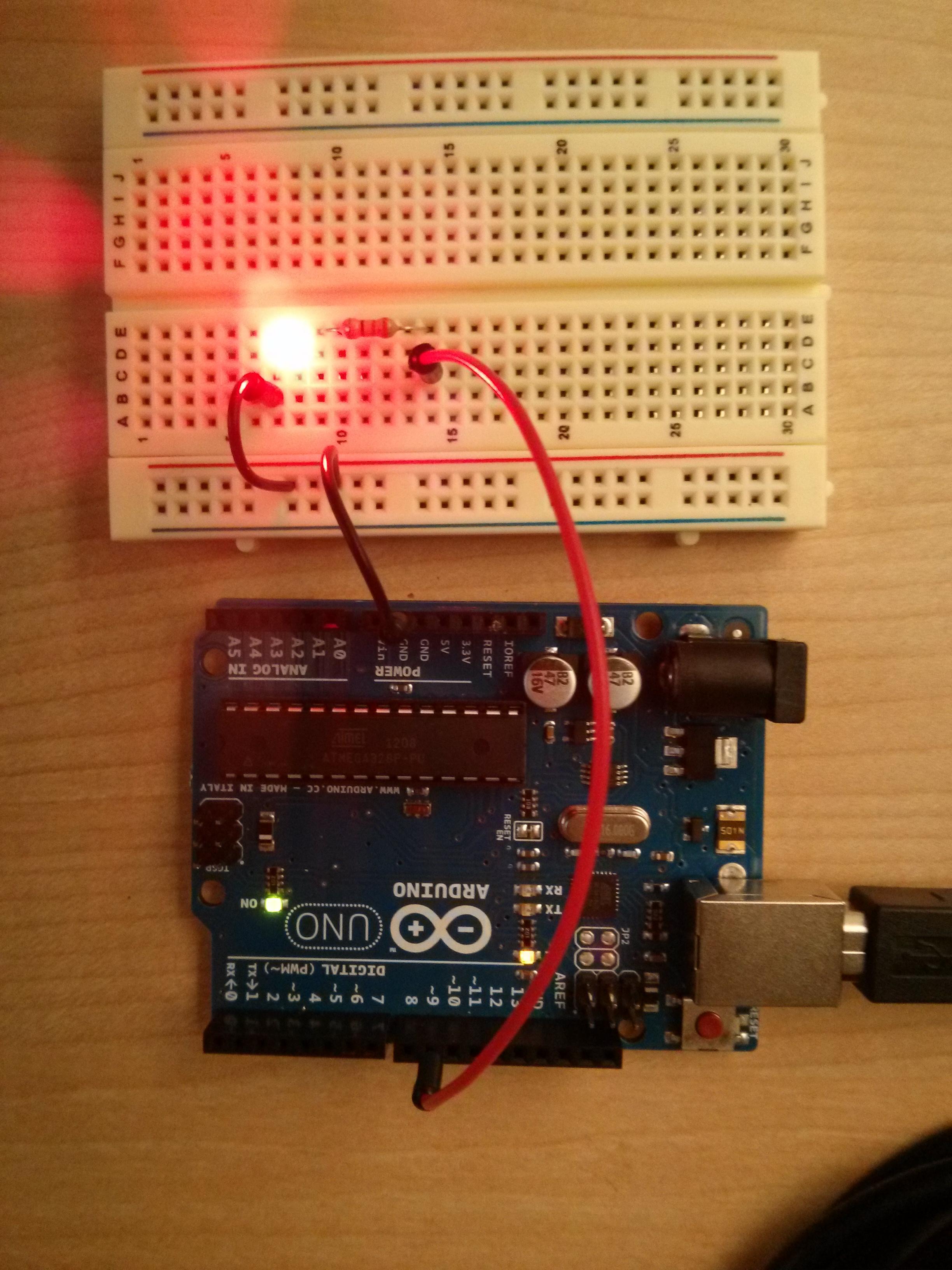 learn_arduino_GettingStartedWithArduinoCircuit.jpg