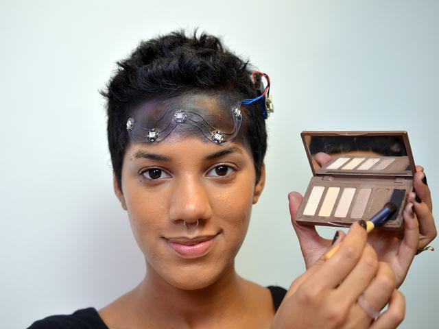 flora_space-face-LED-galaxy-makeup-09.jpg
