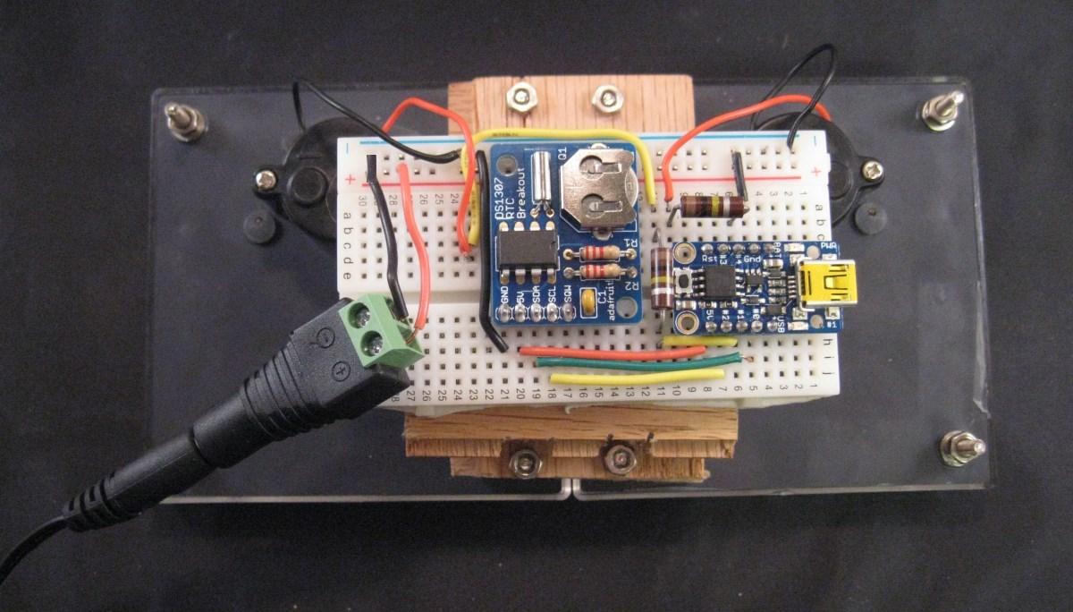 trinket_meters-rear-plug-crop-small-fix.jpg