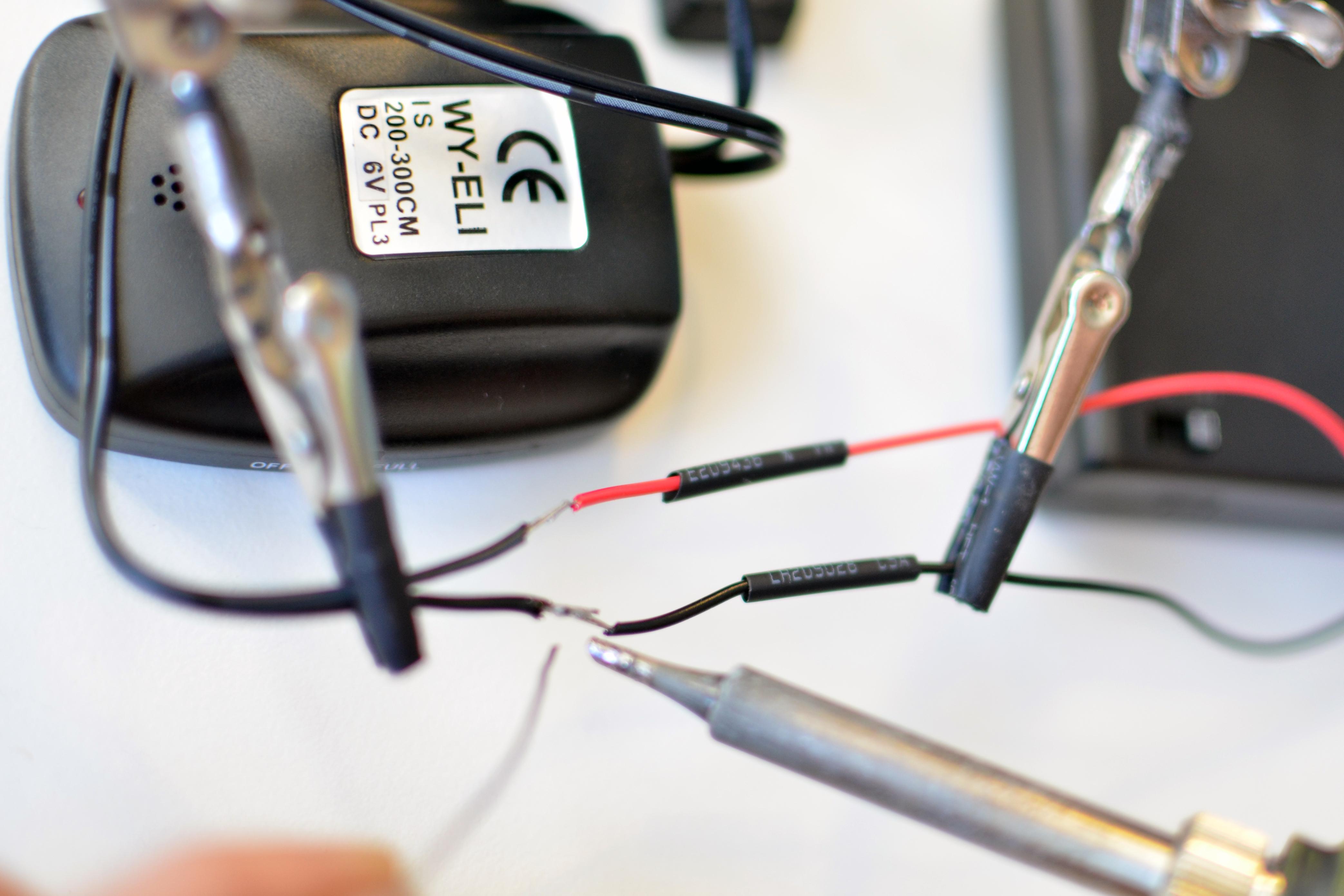 el_wire_tape_panel_el-tron-hoodie-adafruit-00.jpg