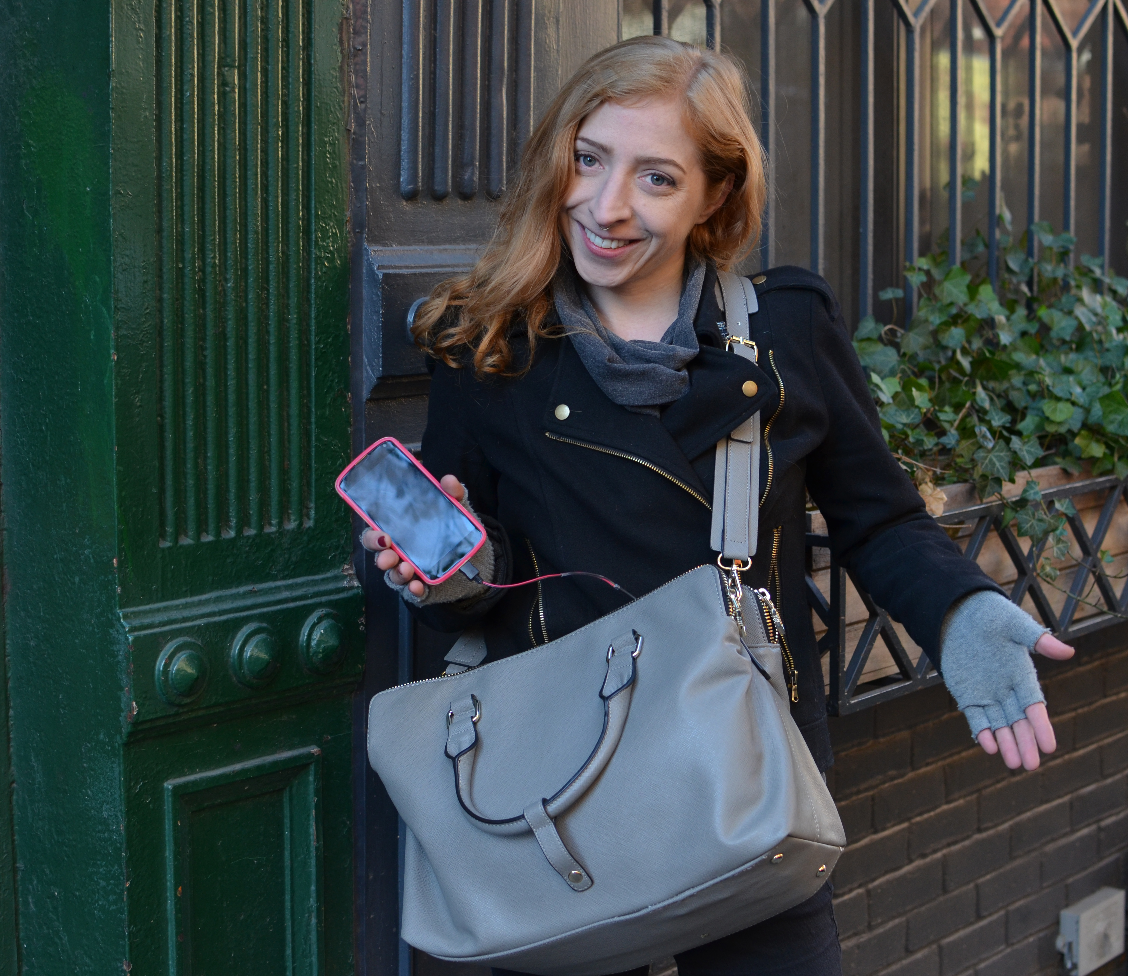 projects_cell-phone-charging-purse.jpg