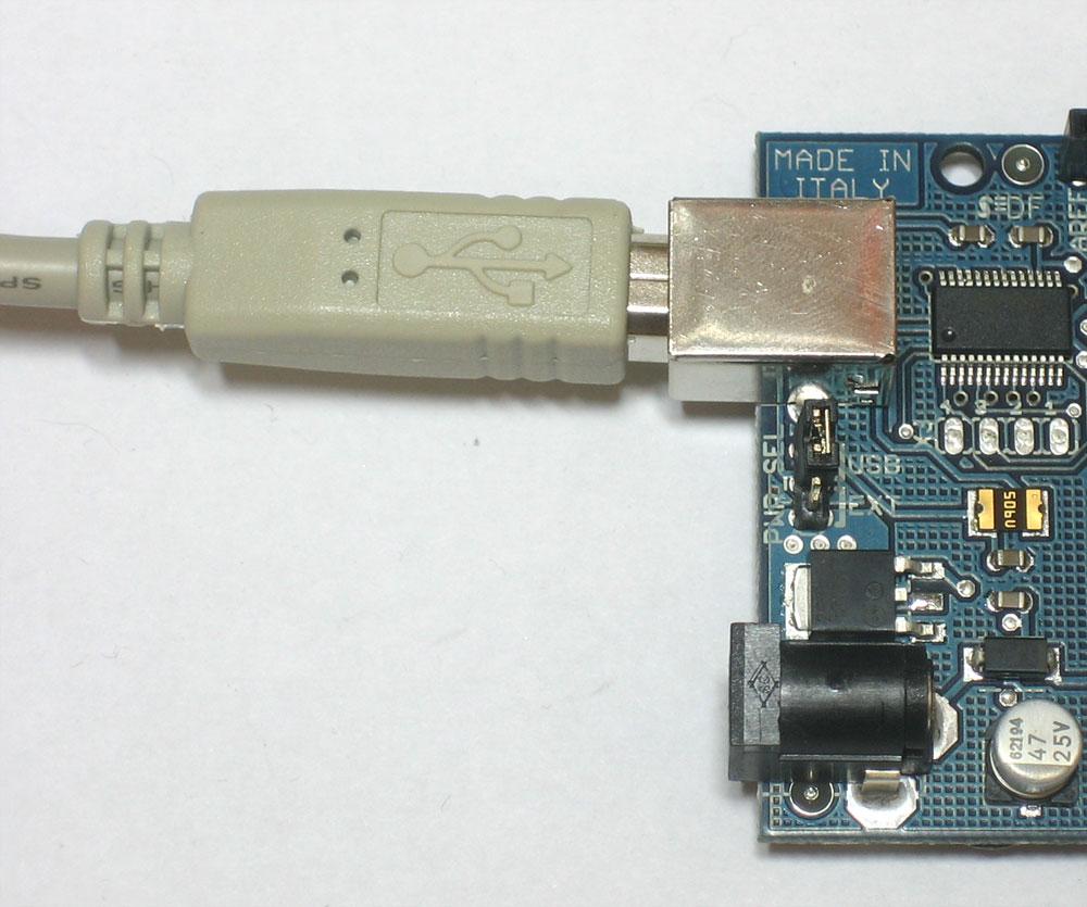 learn_arduino_usbplugged.jpg