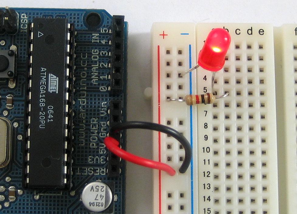 learn_arduino_poweredled.jpg