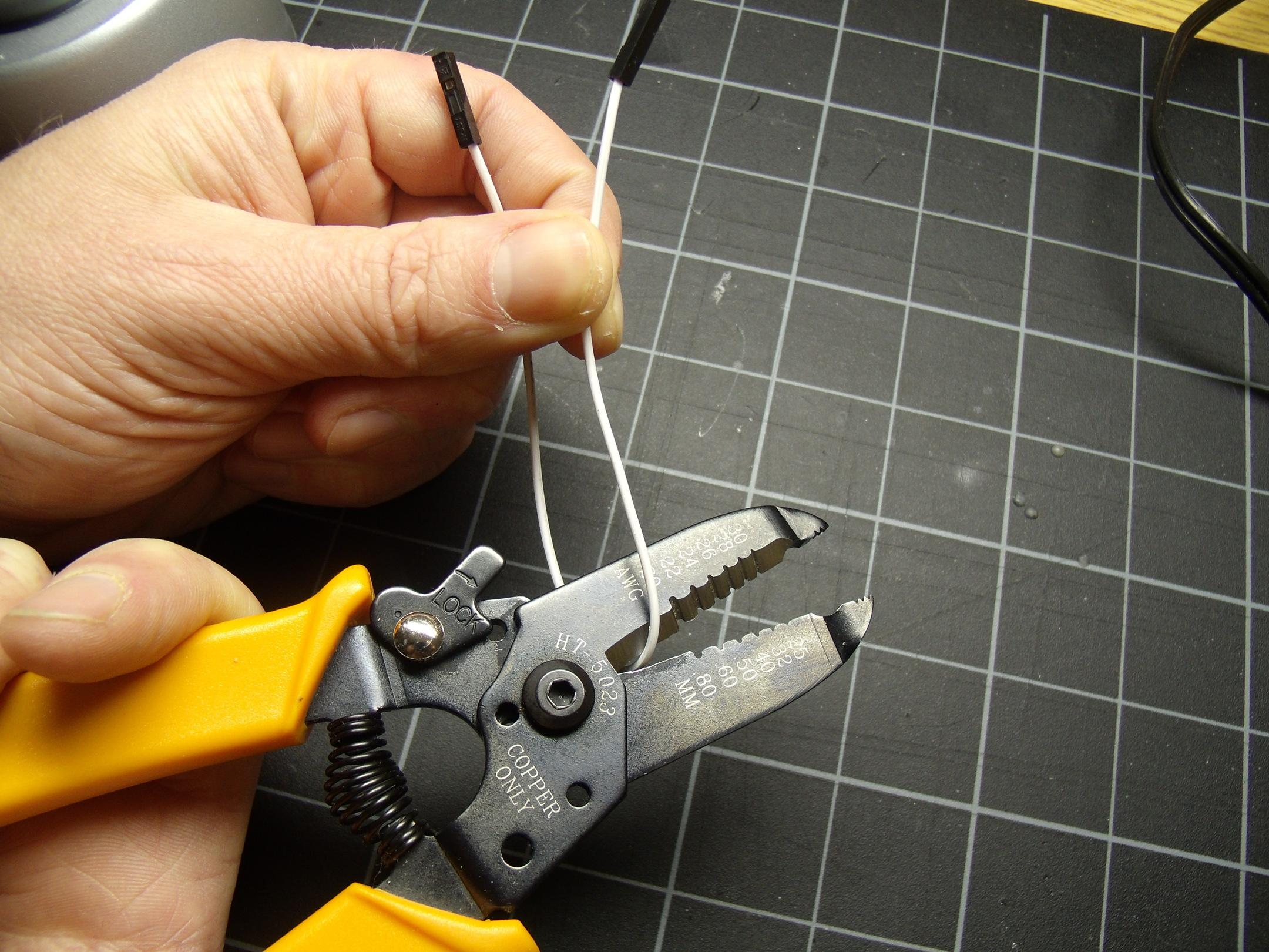 hacks_015_cut_the_jumper_wire.resized.jpg