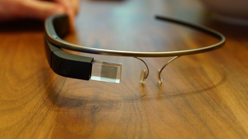 hacks_800px-Google_Glass_Explorer_Edition.jpeg