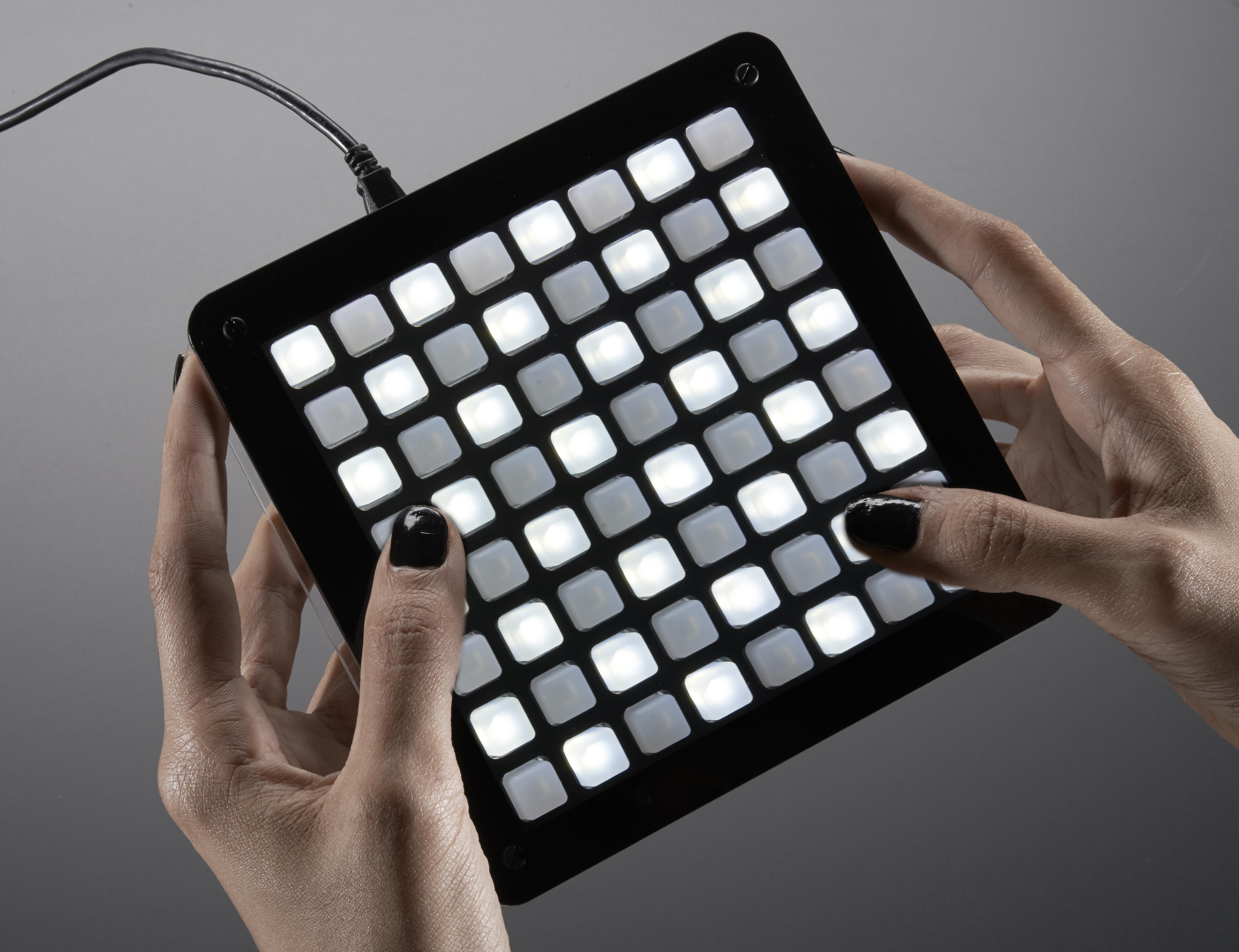 led_matrix_Square_Keypad_hand_demo_ORIG.jpg