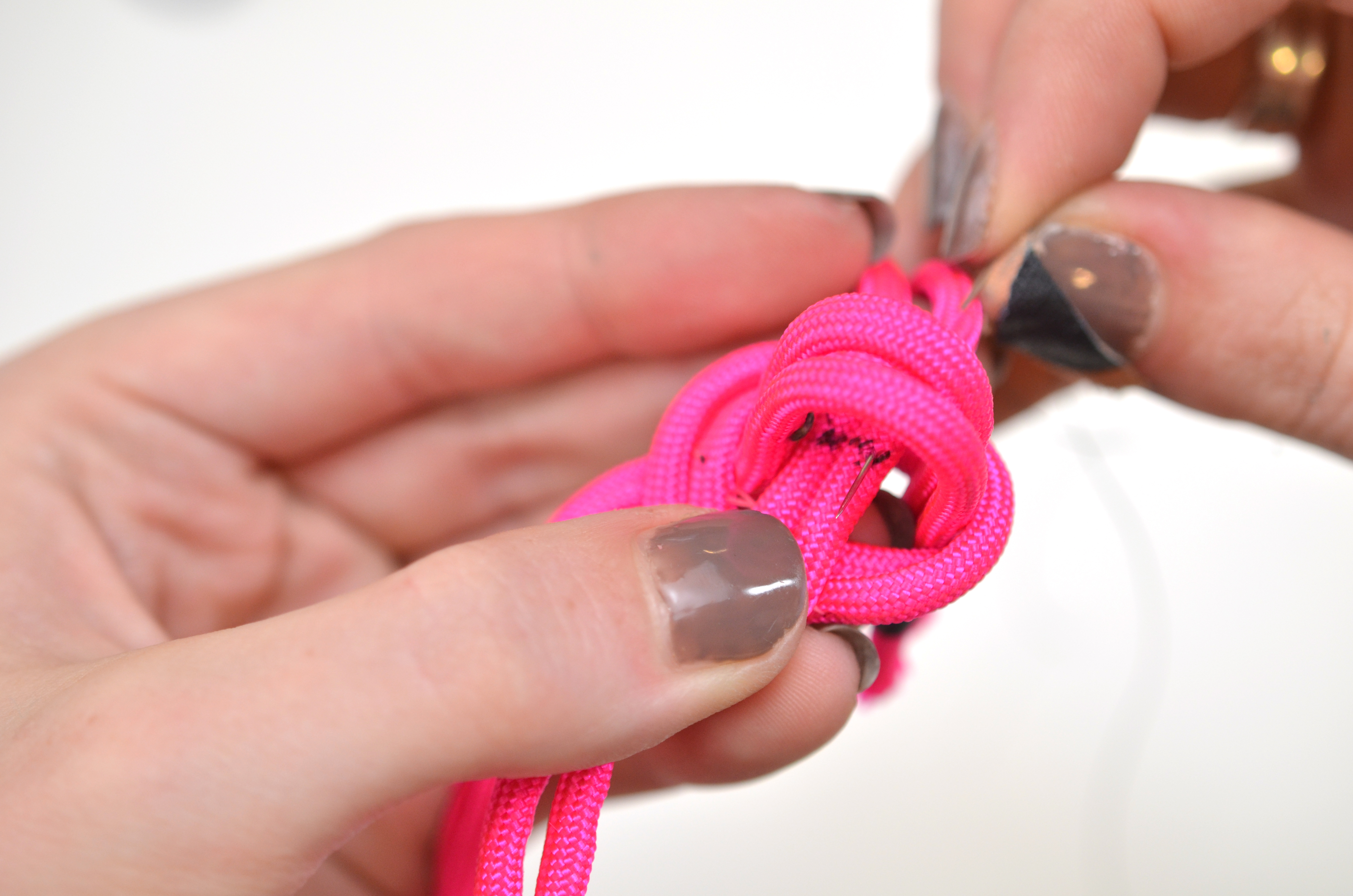 leds_nautical-paracord-led-sequin-friendship-bracelet-34.jpg
