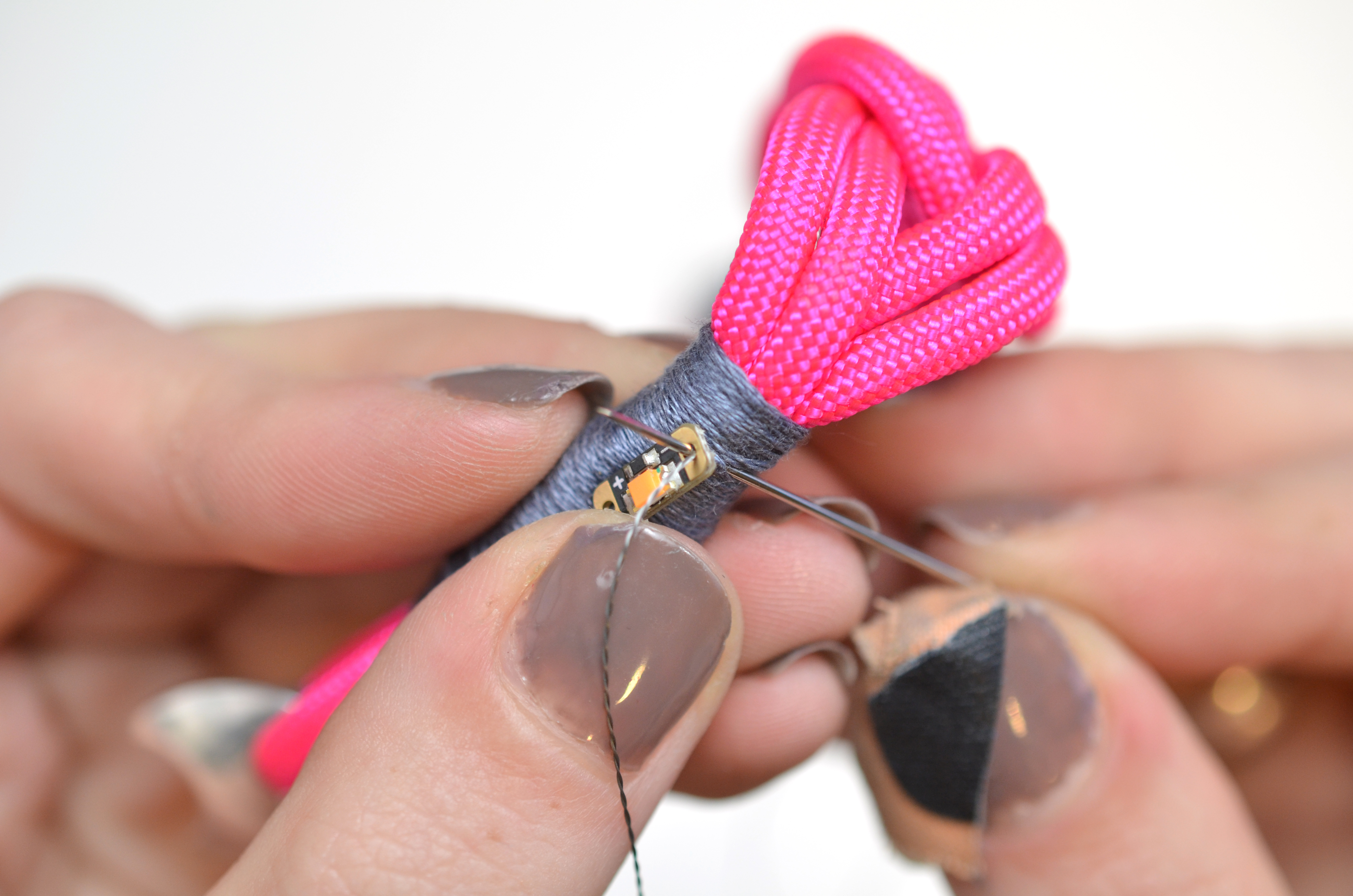 leds_nautical-paracord-led-sequin-friendship-bracelet-50.jpg