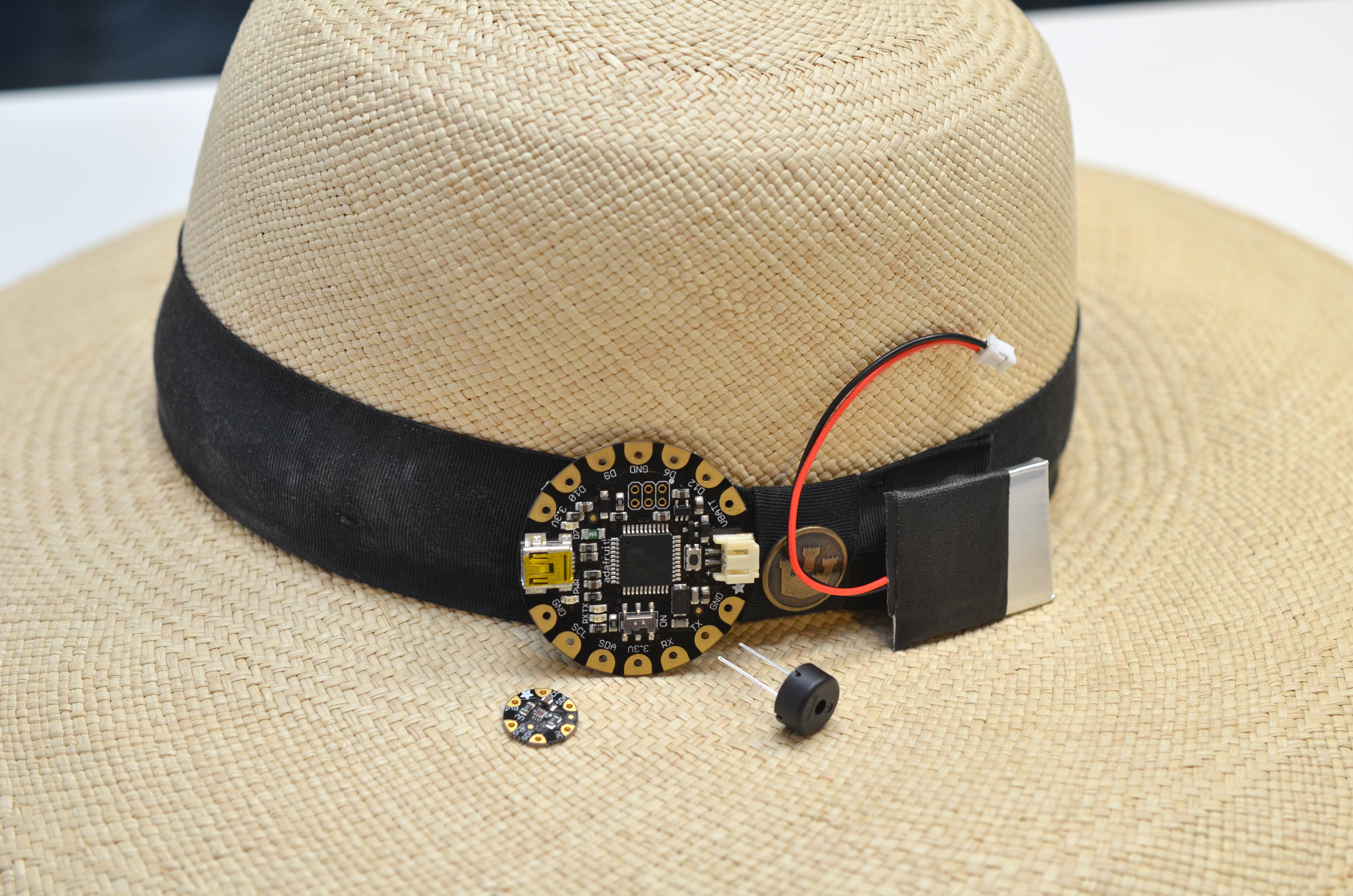 light_sunscreen-reminder-hat-01.jpg