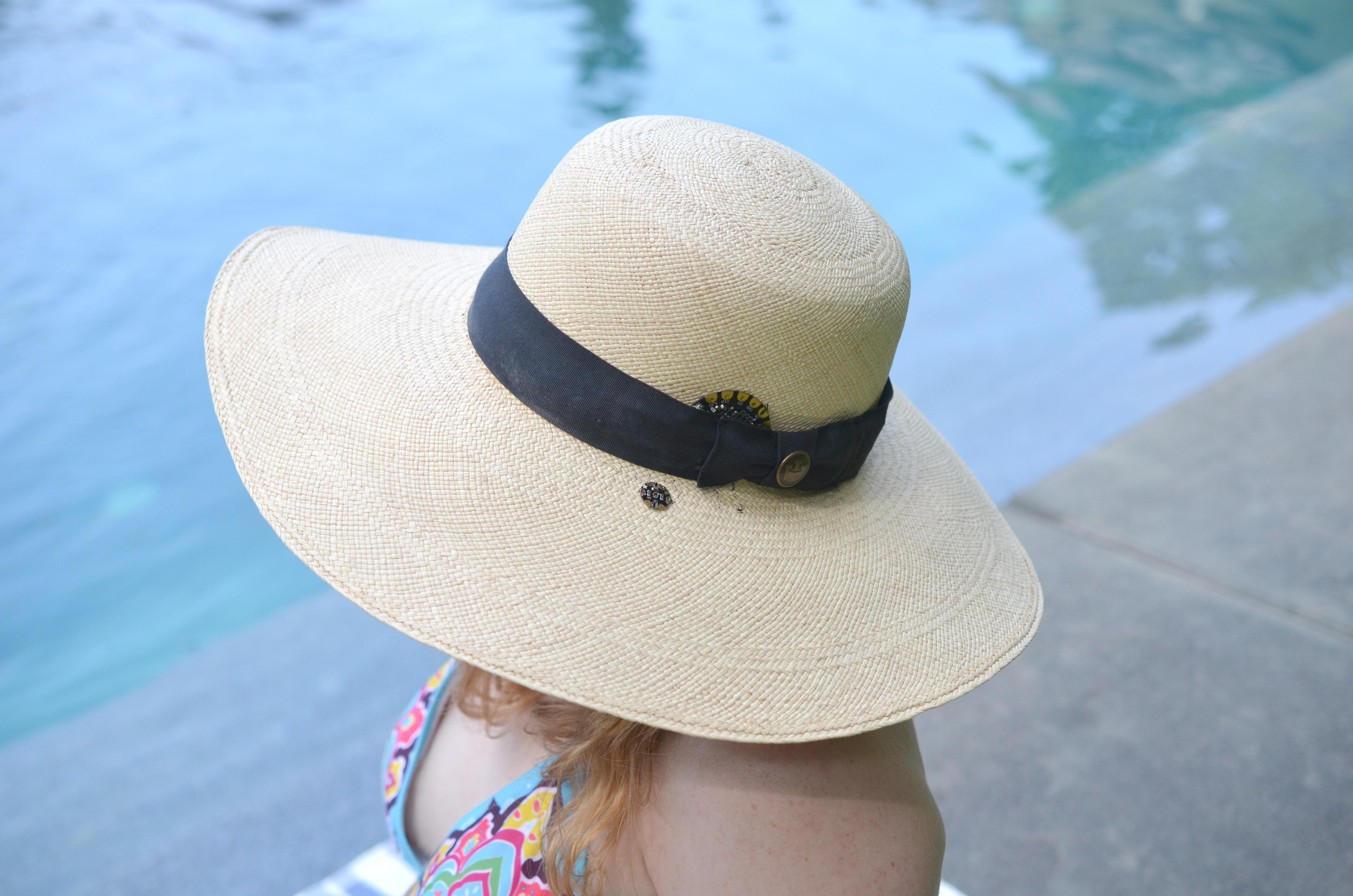light_sunscreen-reminder-hat-poolside-becky-stern.jpg