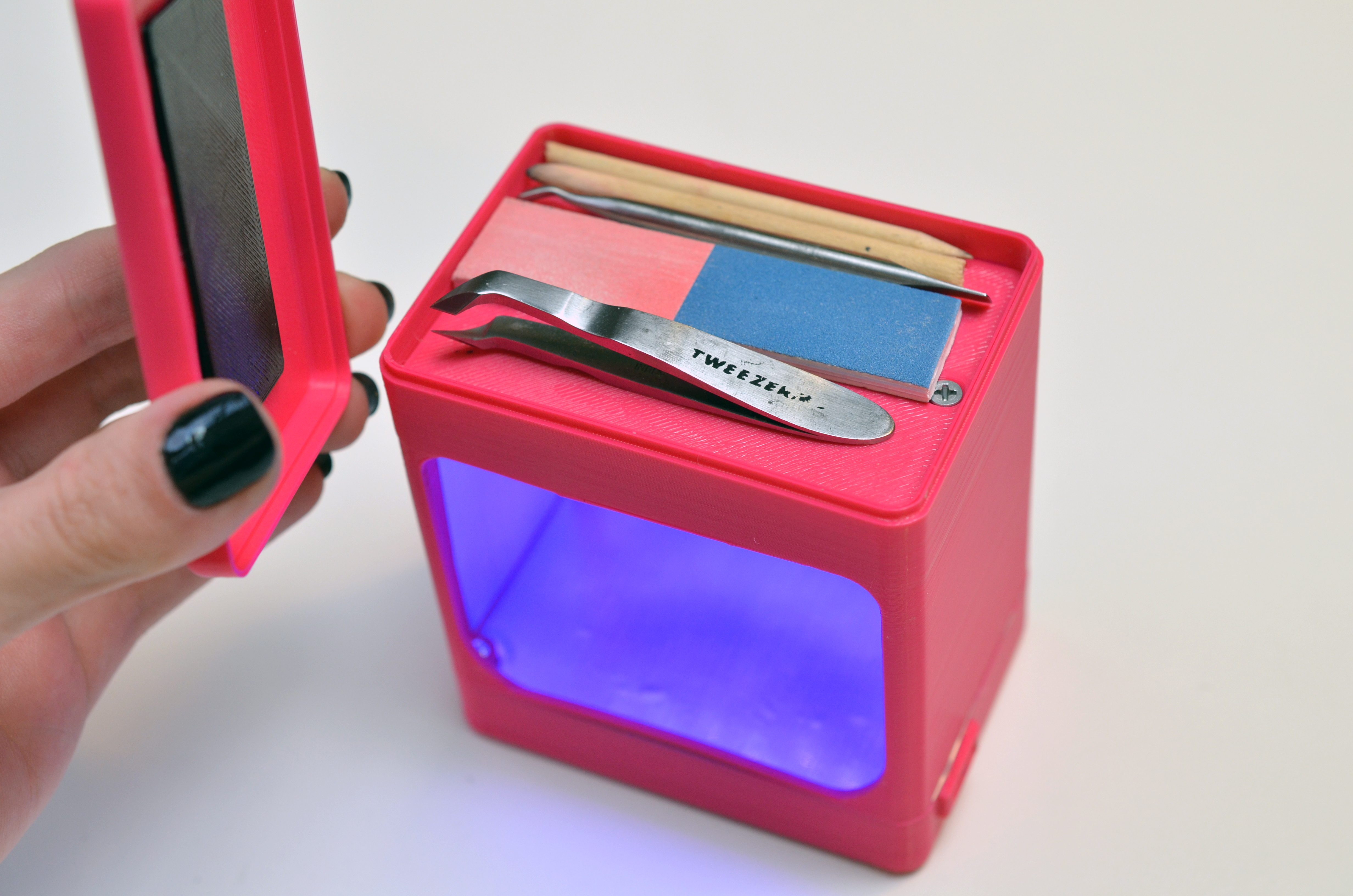 leds_uv-manicure-lamp-compartment.jpg