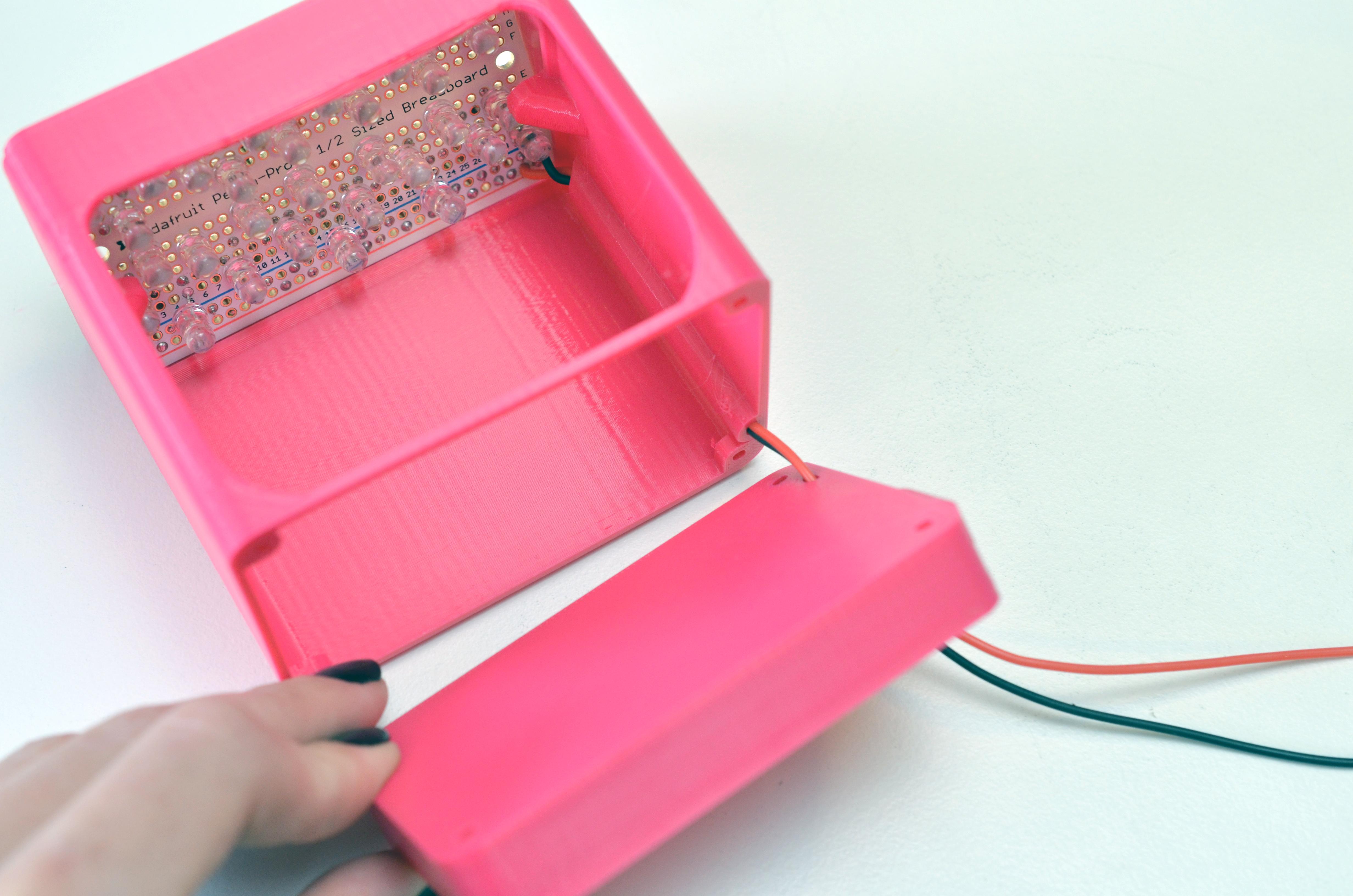 leds_uv-manicure-lamp-through-base.jpg
