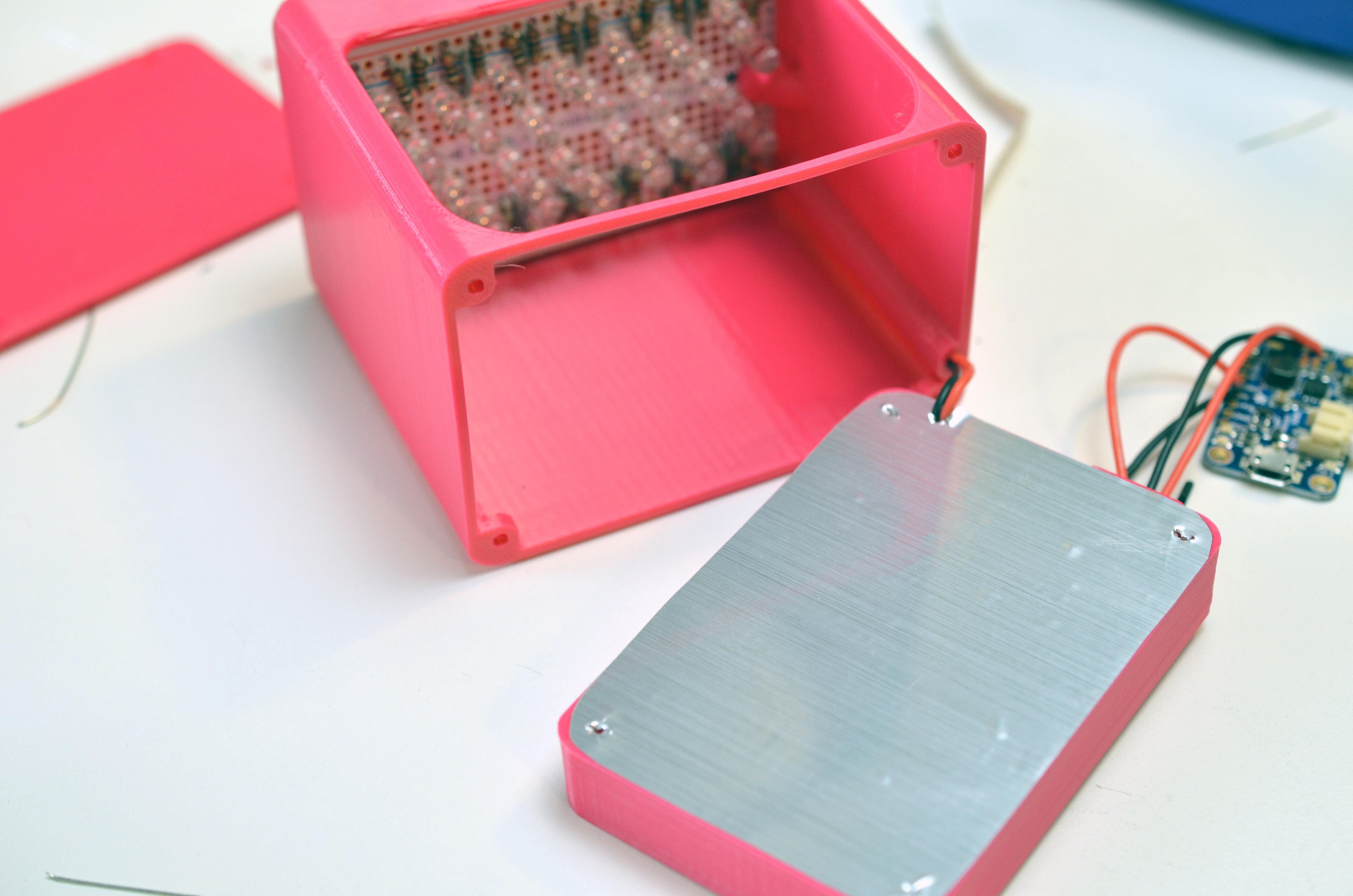 leds_uv-manicure-lamp-shiny.jpg