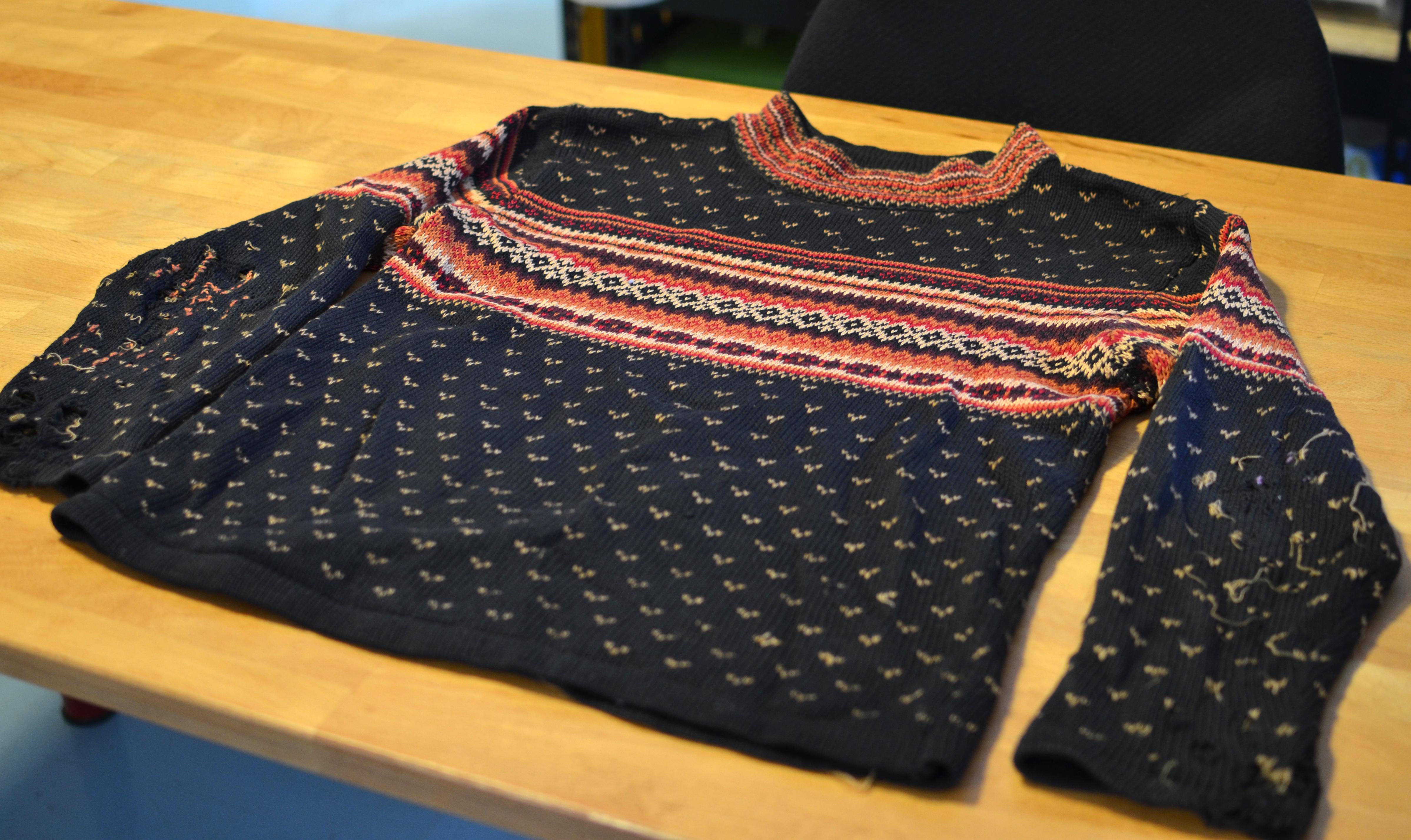 adafruit_products_lous-xmas-sweater-mod-00.jpg