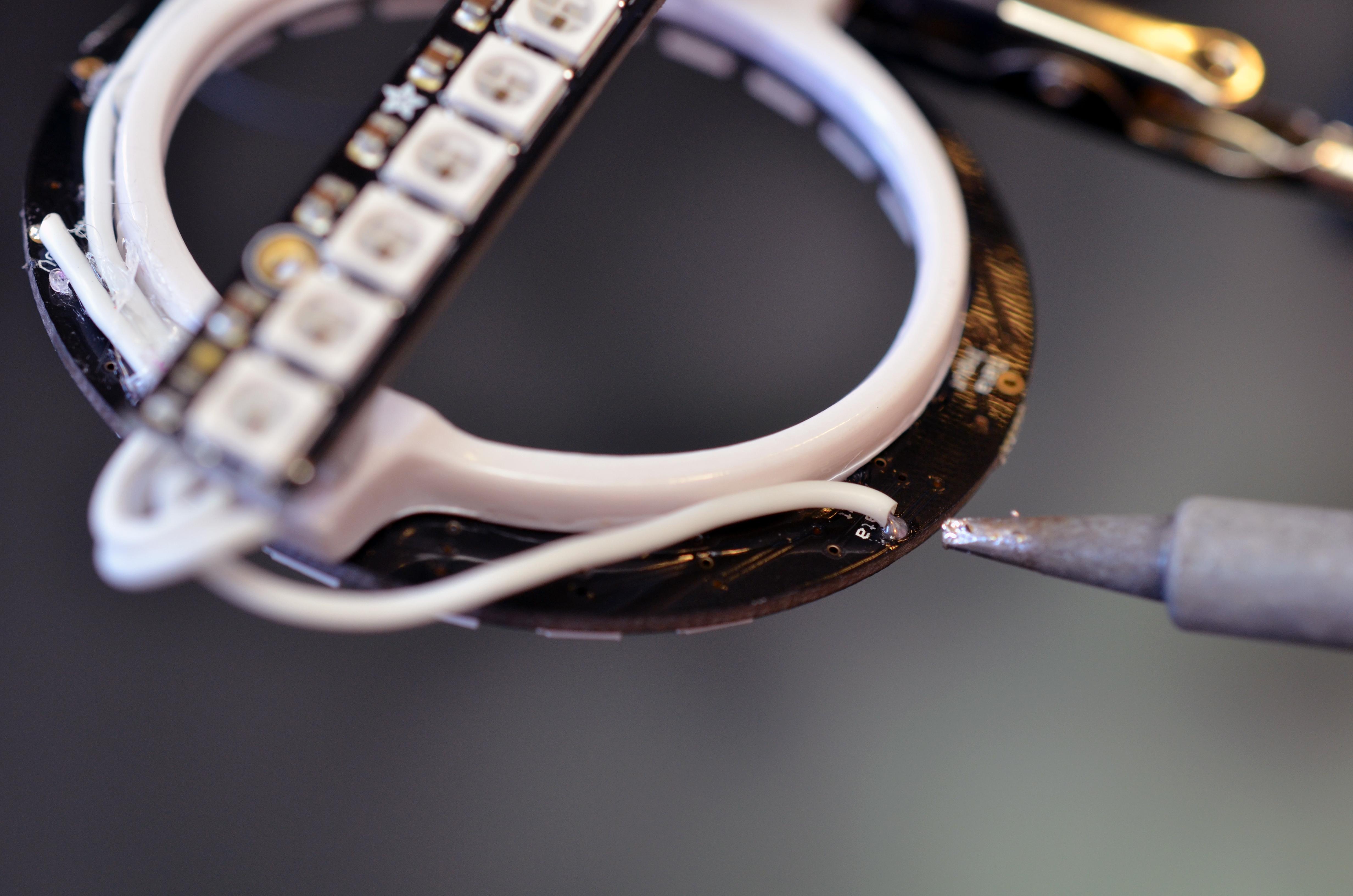 trinket_neopixel-nye-glasses-02.jpg