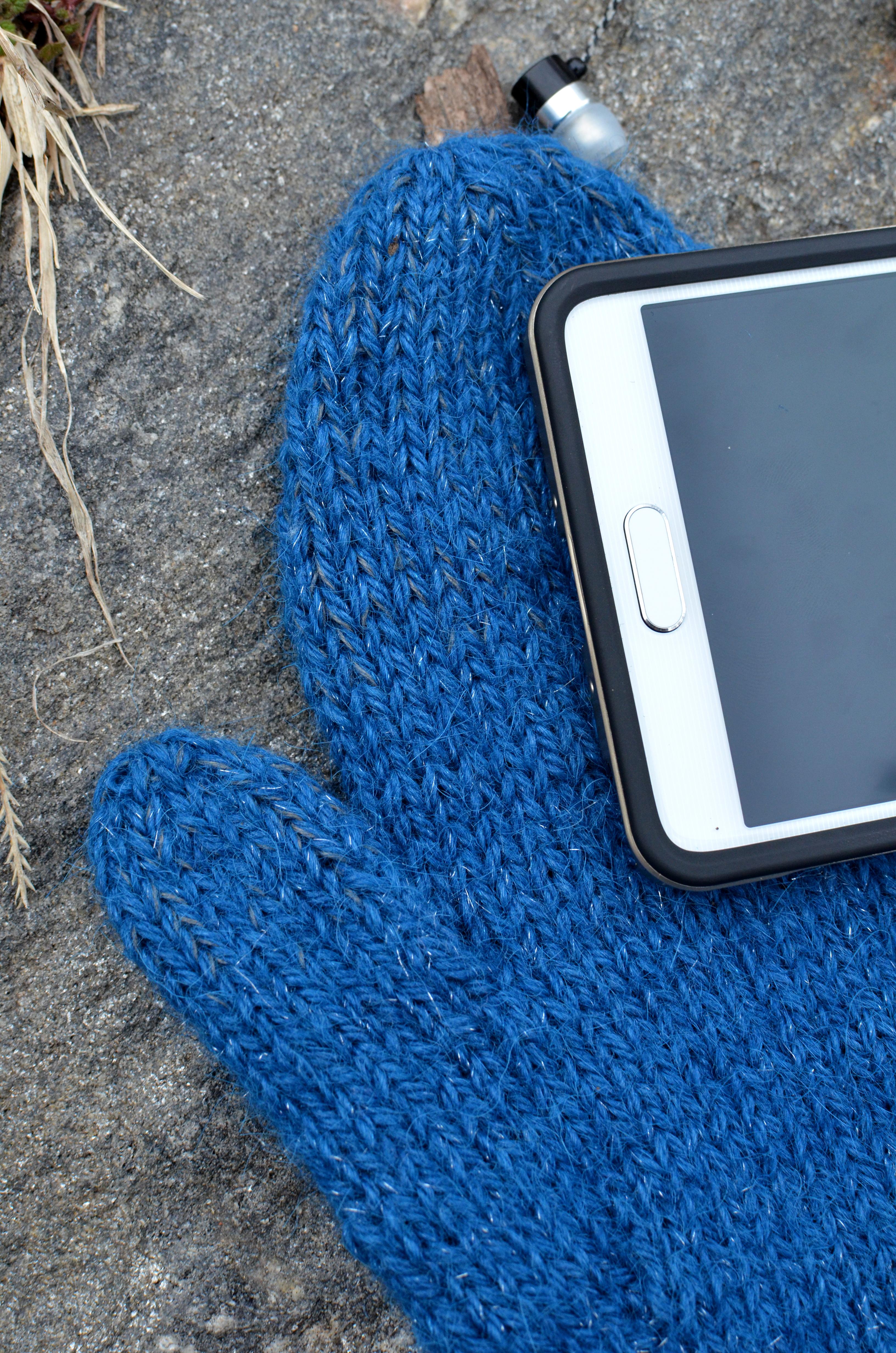 braincrafts_smart-phone-mittens-22.jpg