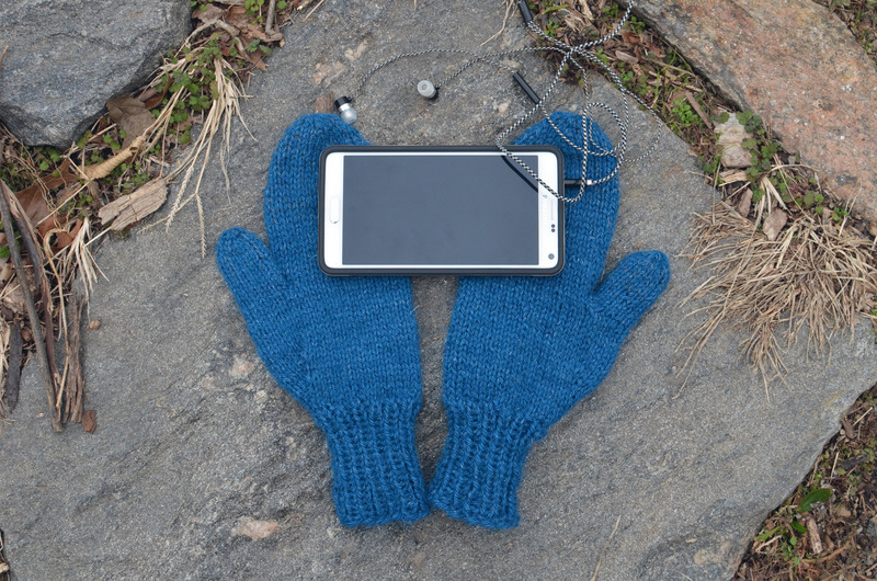 braincrafts_smart-phone-mittens-21.jpg
