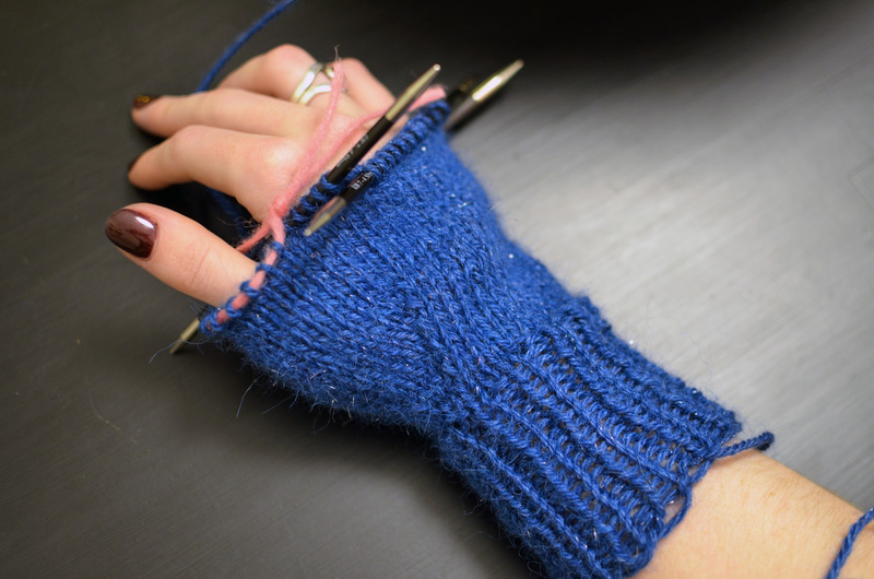 braincrafts_smart-phone-mittens-14.jpg