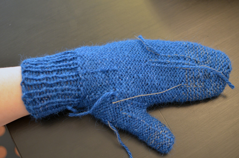 braincrafts_smart-phone-mittens-19.jpg