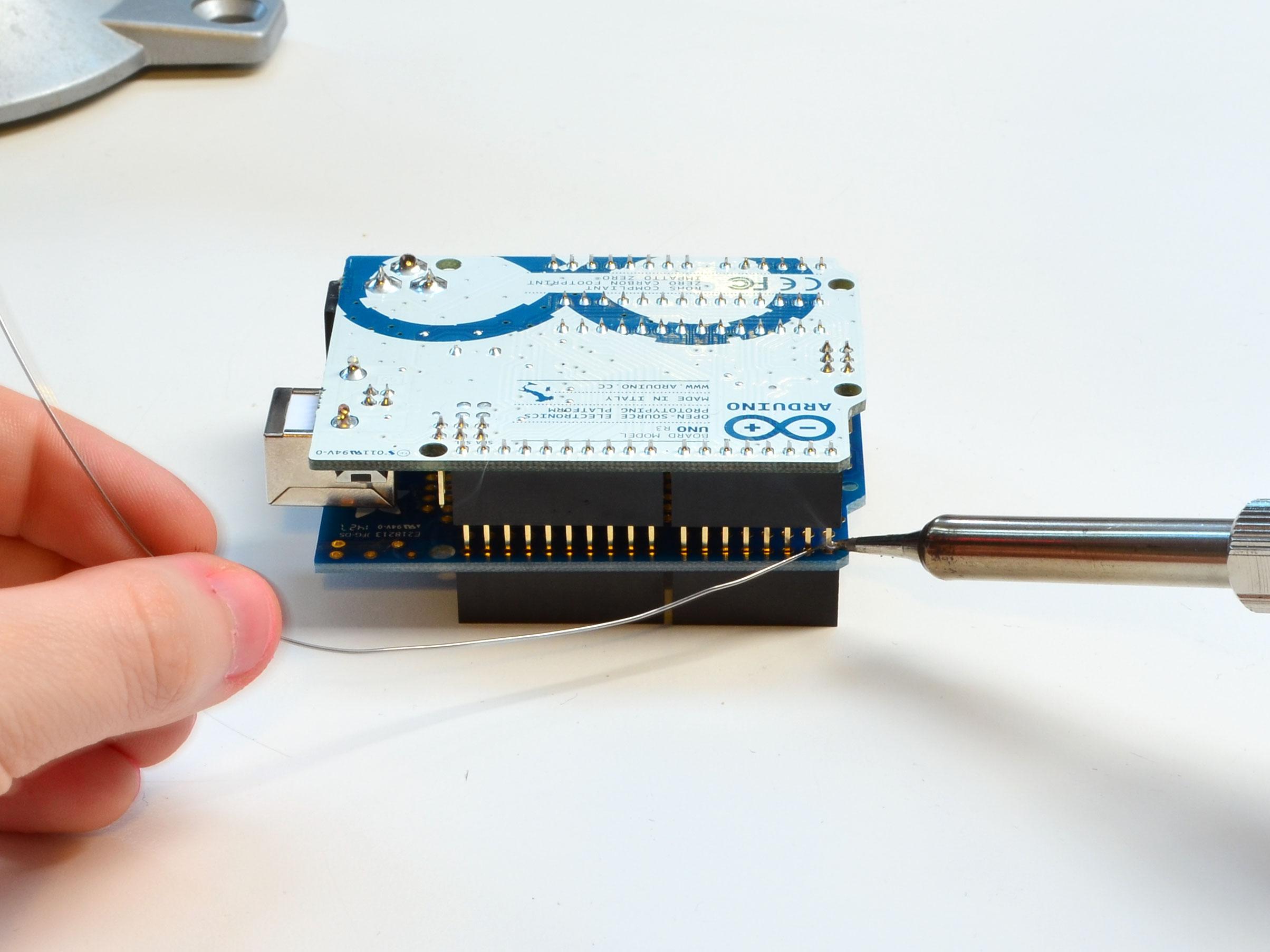 learn_arduino_solder5.jpg