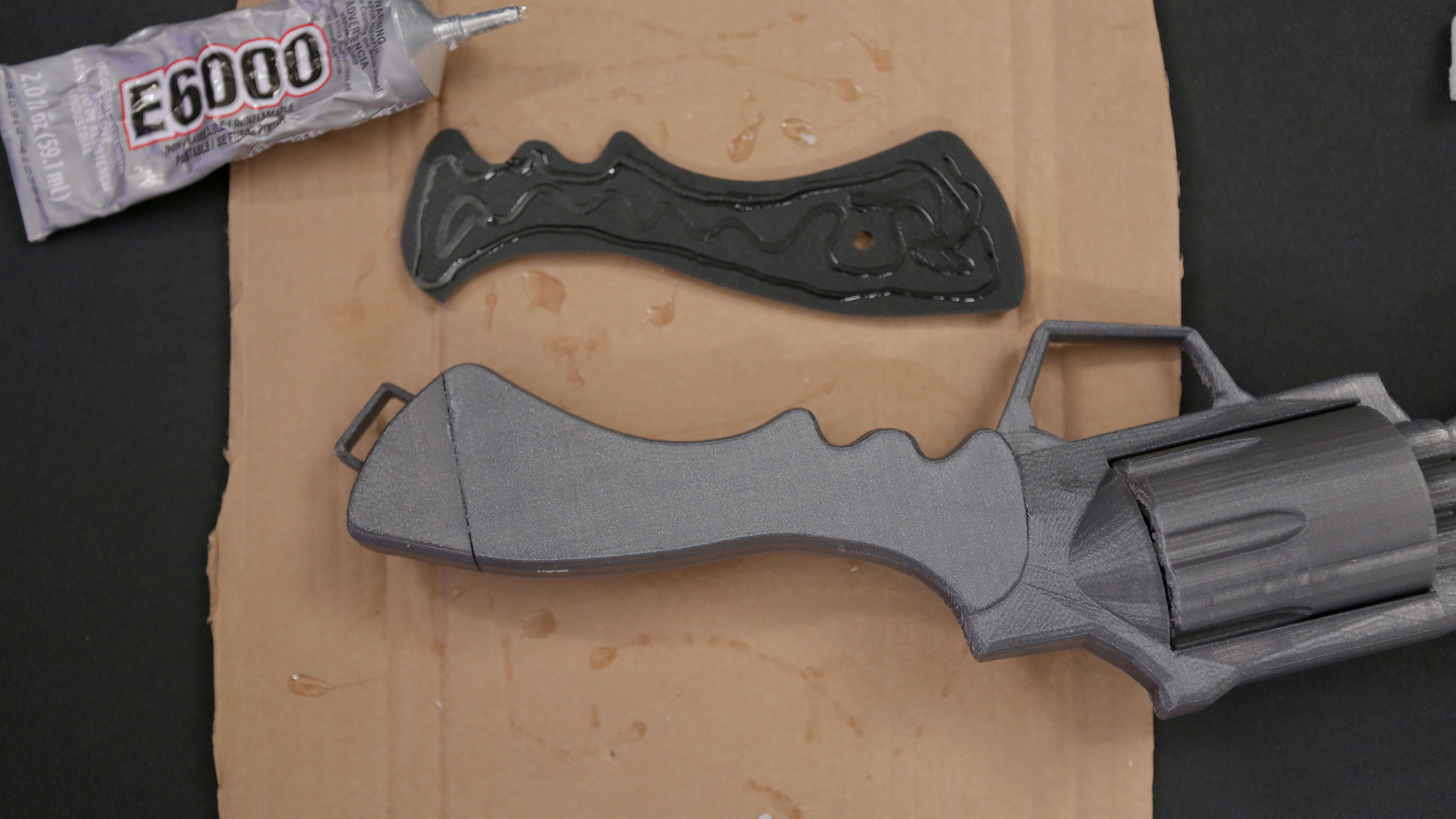 projects_glueing-grips2.jpg