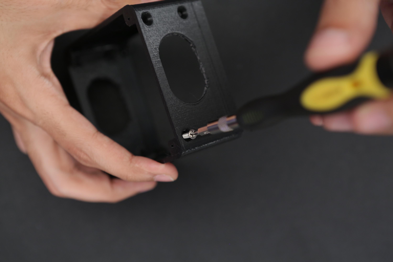 3d_printing_case-speakers-screw.jpg