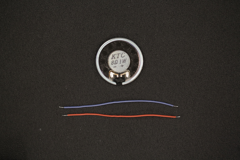 gaming_tin_wires_speaker.jpg