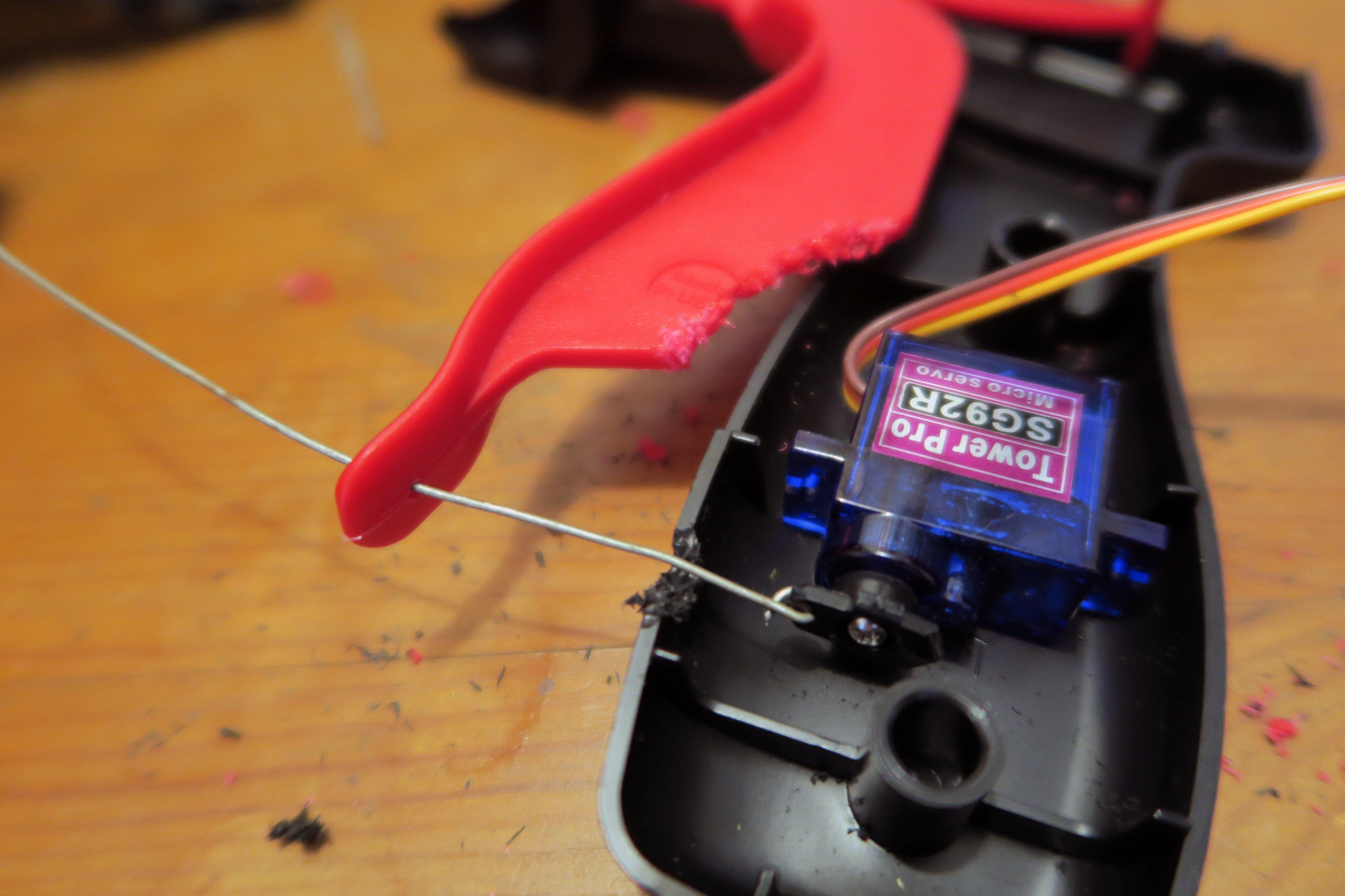 hacks_drone-spray-can-gun-servo-wire.jpg