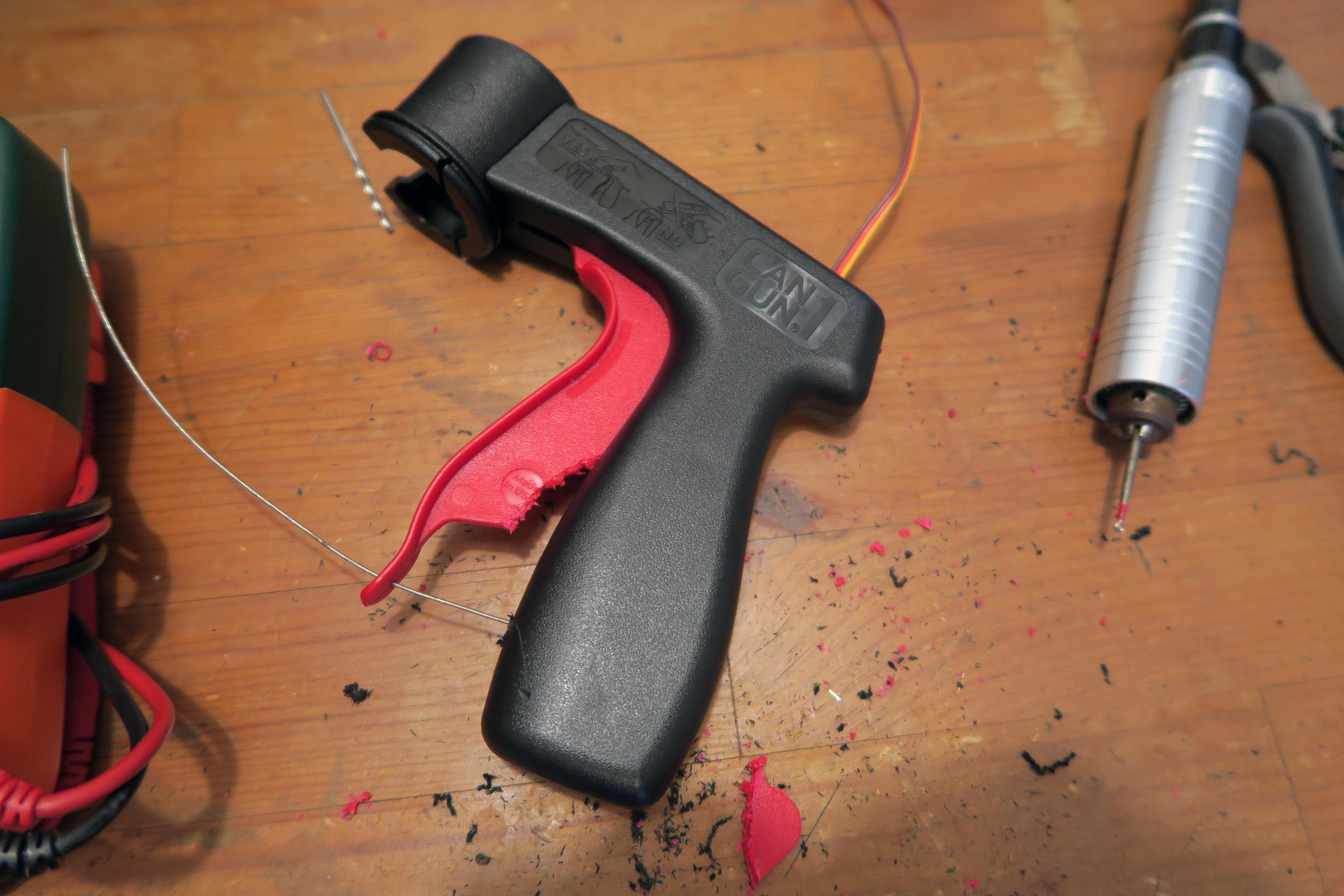 hacks_drone-spray-can-gun-servo-closed-in.jpg