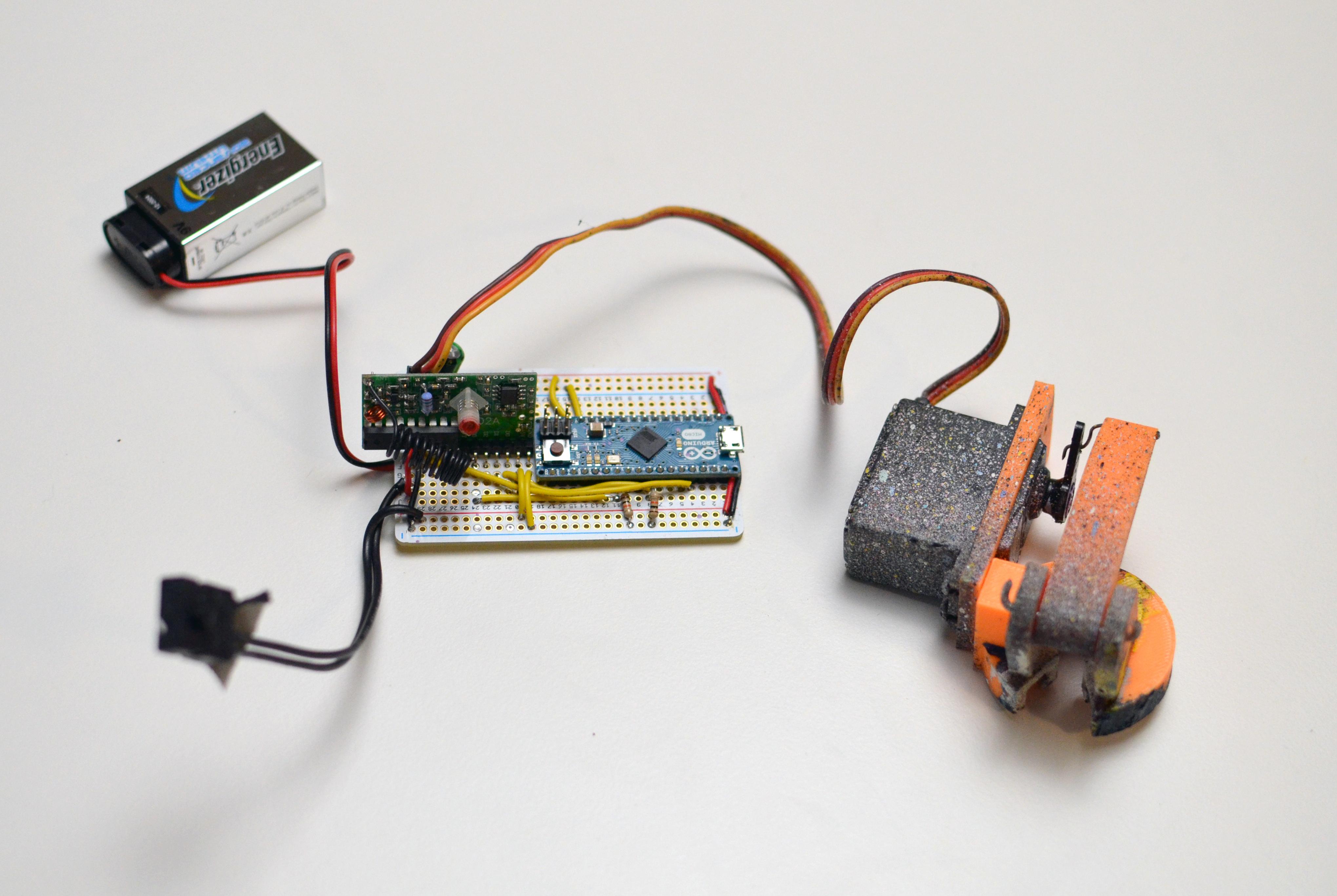 hacks_katsu-drone-paint-sprayer-02.jpg