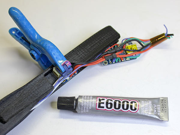 led_strips_glue-lipo.jpg