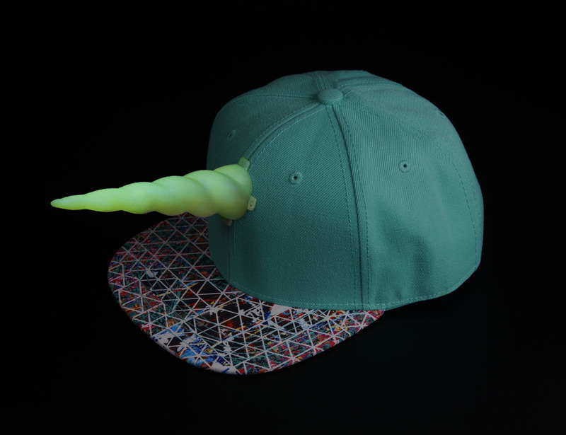 led_pixels_Unicorn_Hat_iso_Glow_in_the_Dark_03_ORIG.jpg