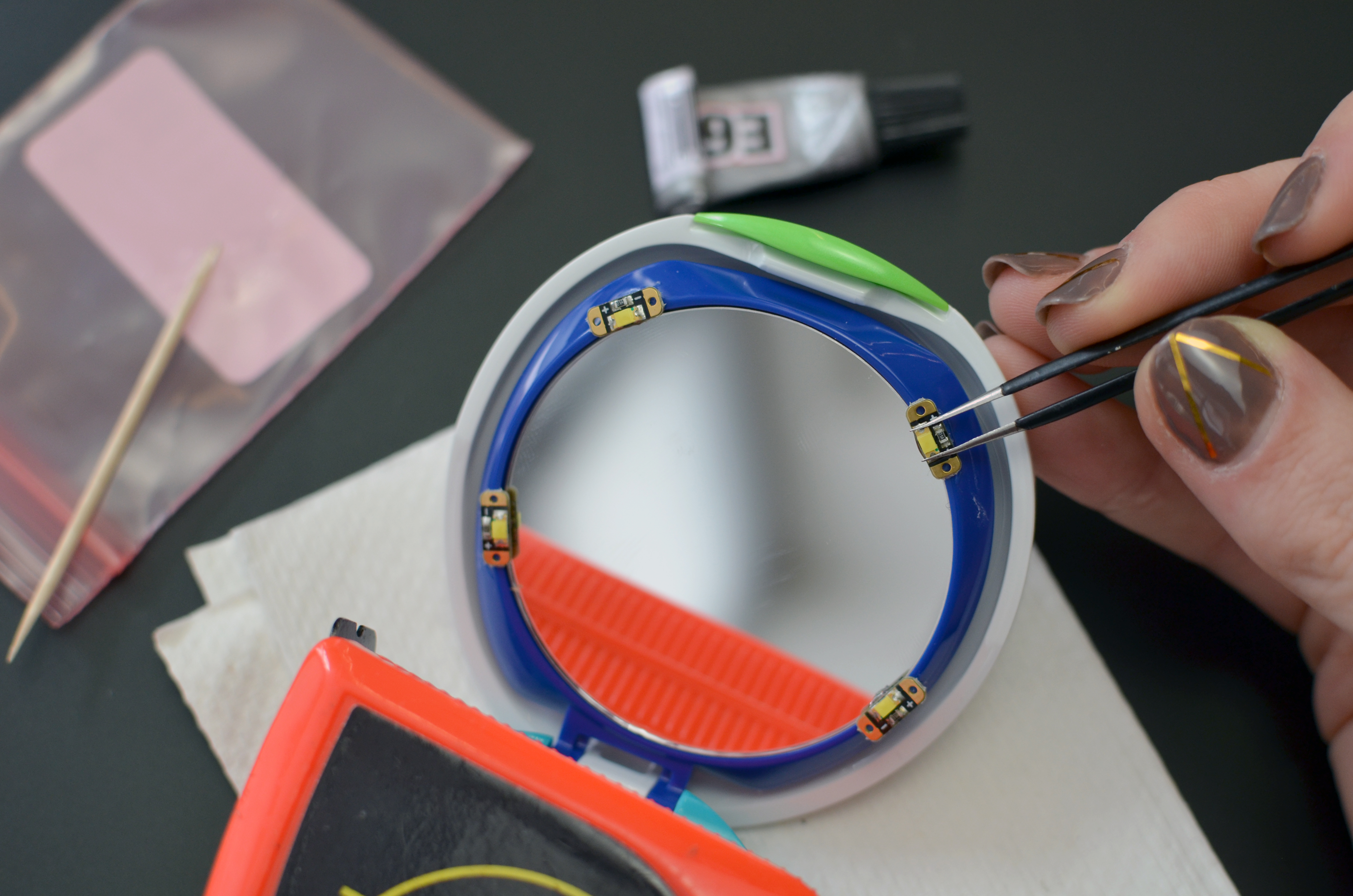 projects_DIY-LED-makeup-compact-mirror-05.jpg