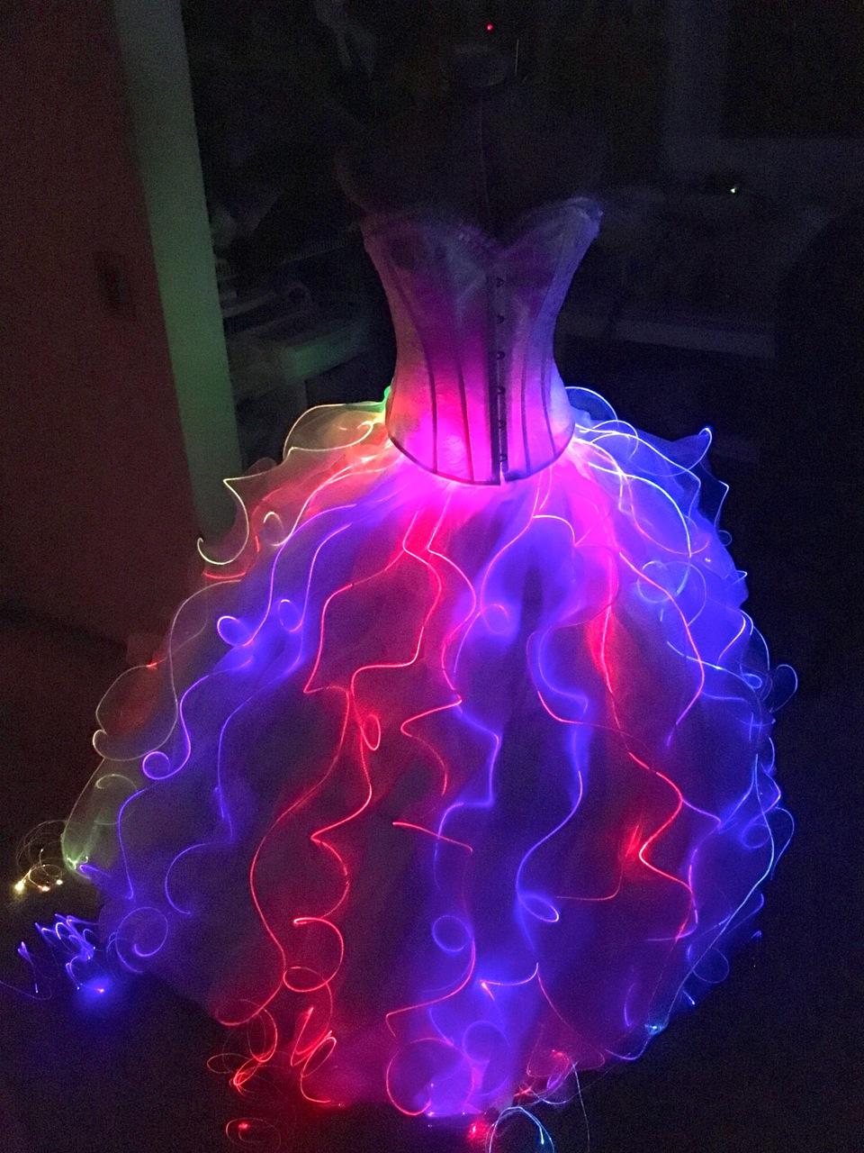 leds_fiber_dress.jpg