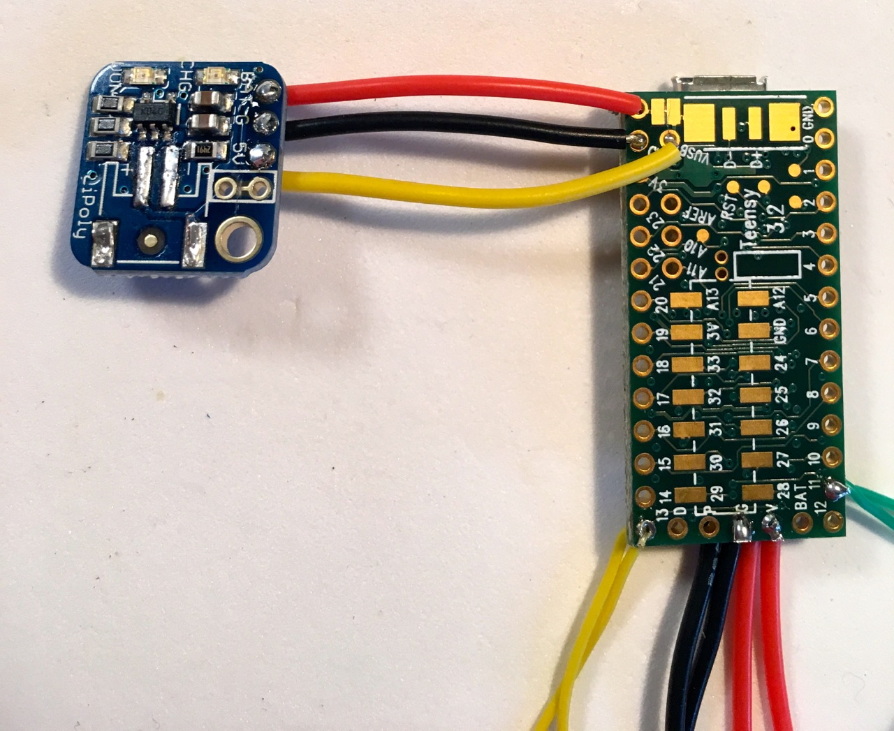 microcontrollers_18_charger_wired.jpg