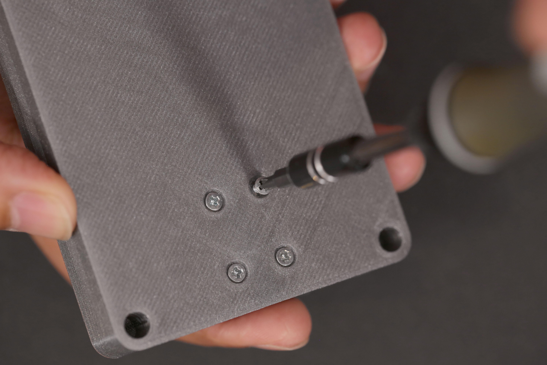 3d_printing_case-fasten-screws.jpg