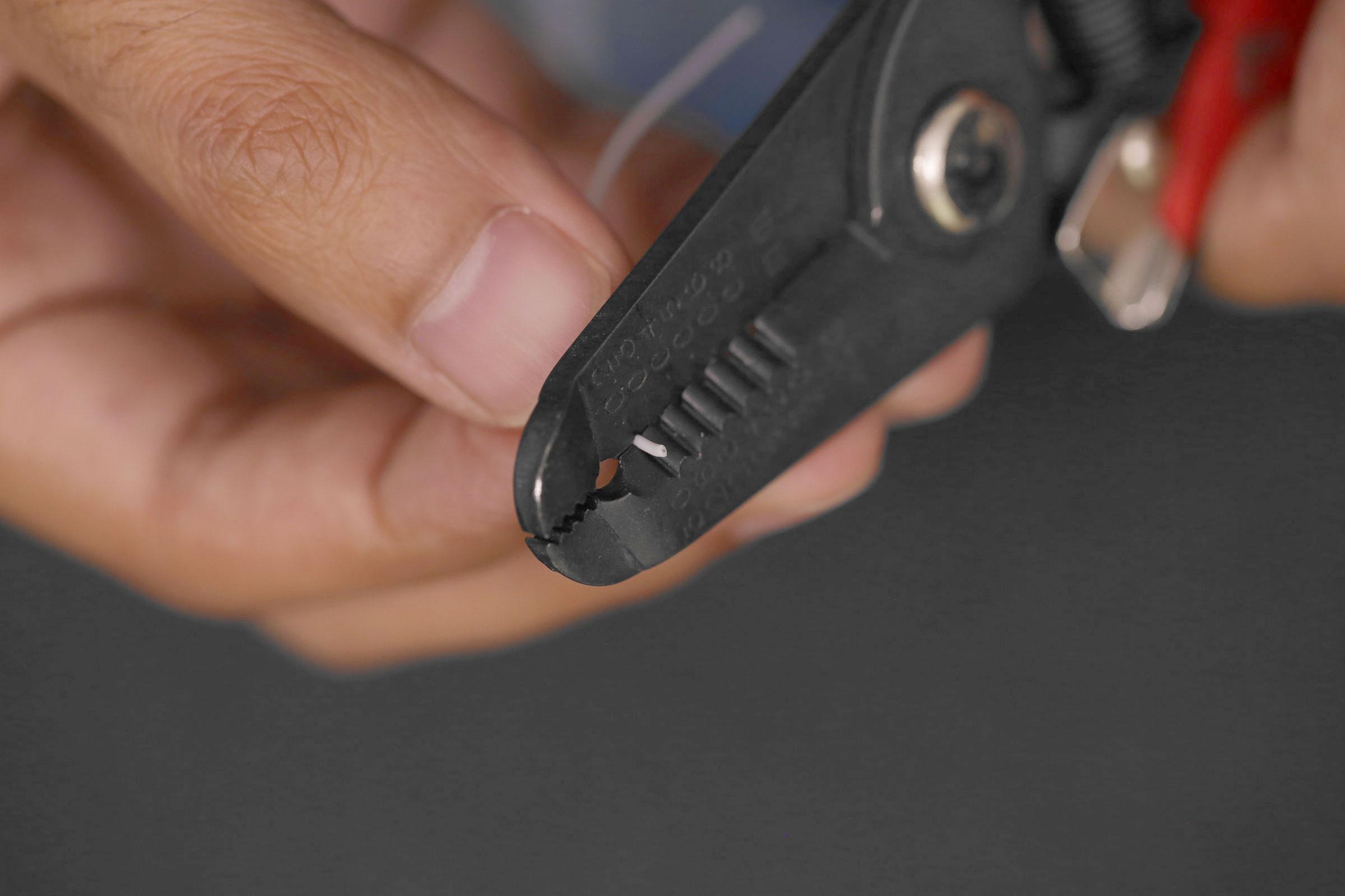 raspberry_pi_wires-strip-ends.jpg