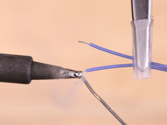 raspberry_pi_led-wires-tin.jpg