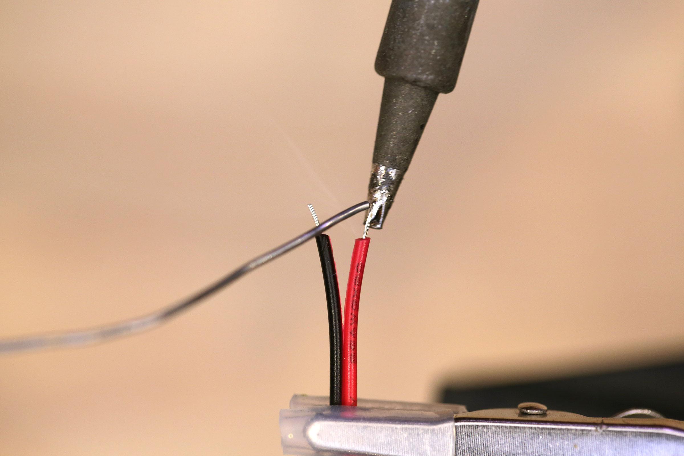circuit_playground_tinning-wire.jpg