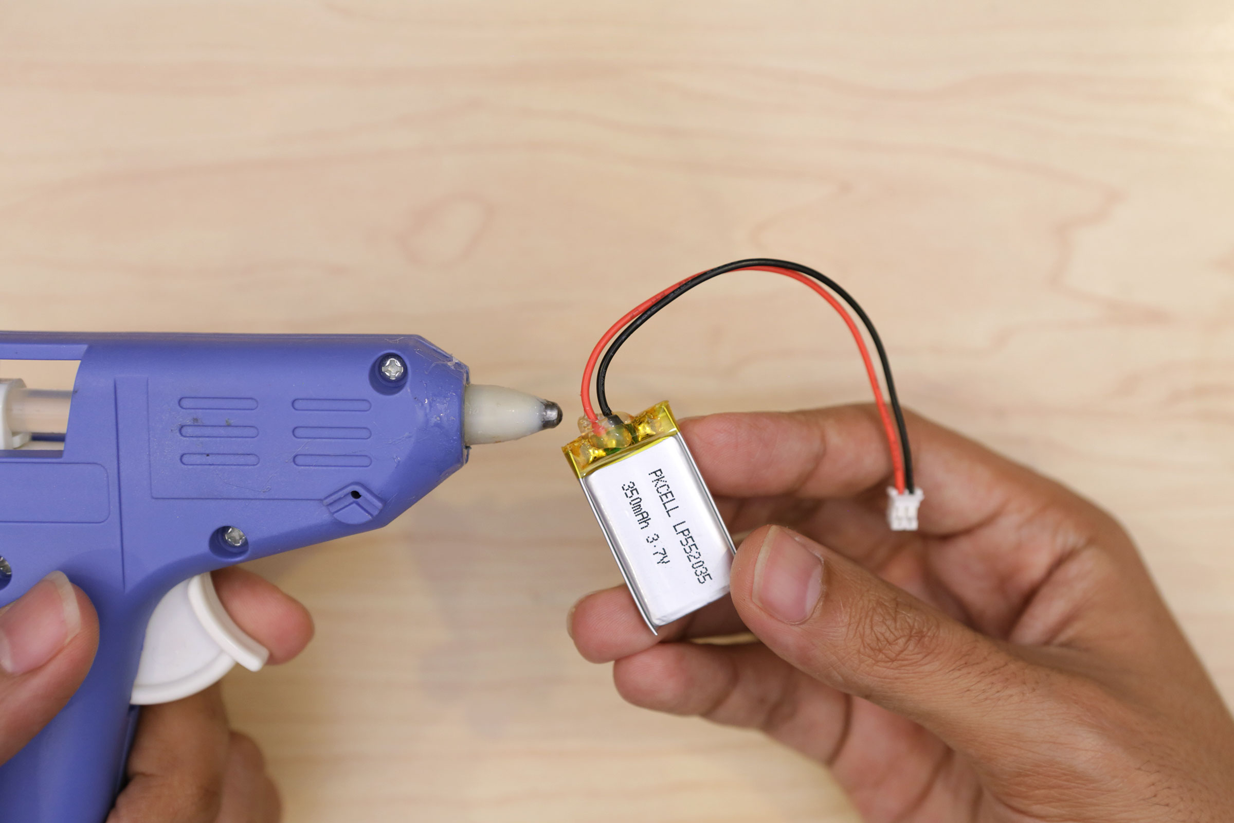 circuit_playground_hotglue-battery-wire.jpg