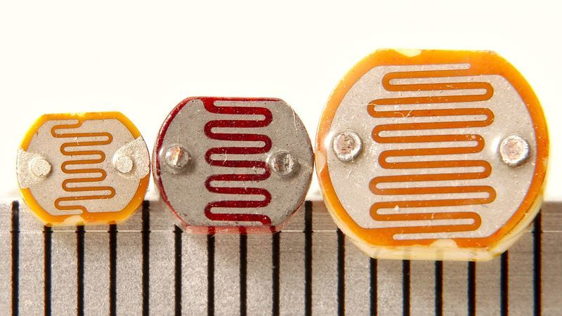 light_Photoresistors_-_three_sizes_-_mm_scale.jpg
