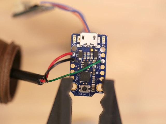 leds_trinket-neopixel-solder.jpg