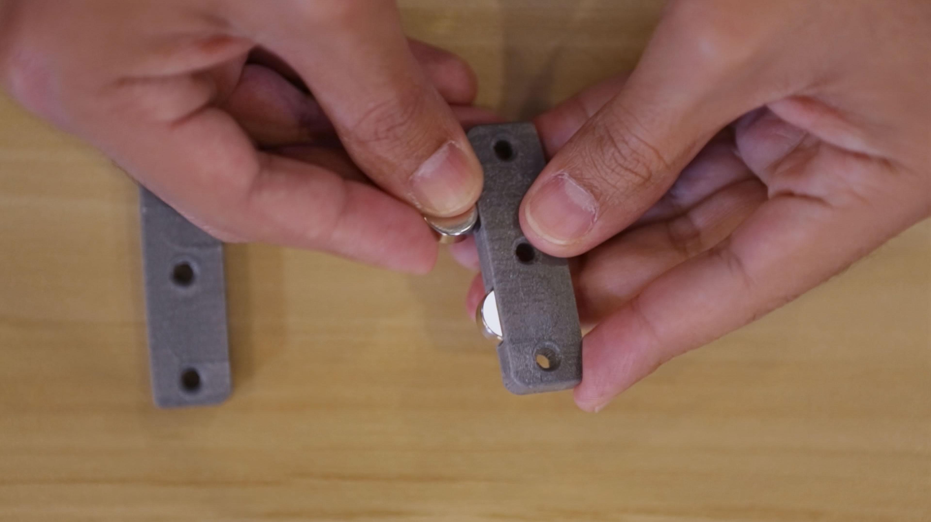 3d_printing_01-insert-magents.jpg
