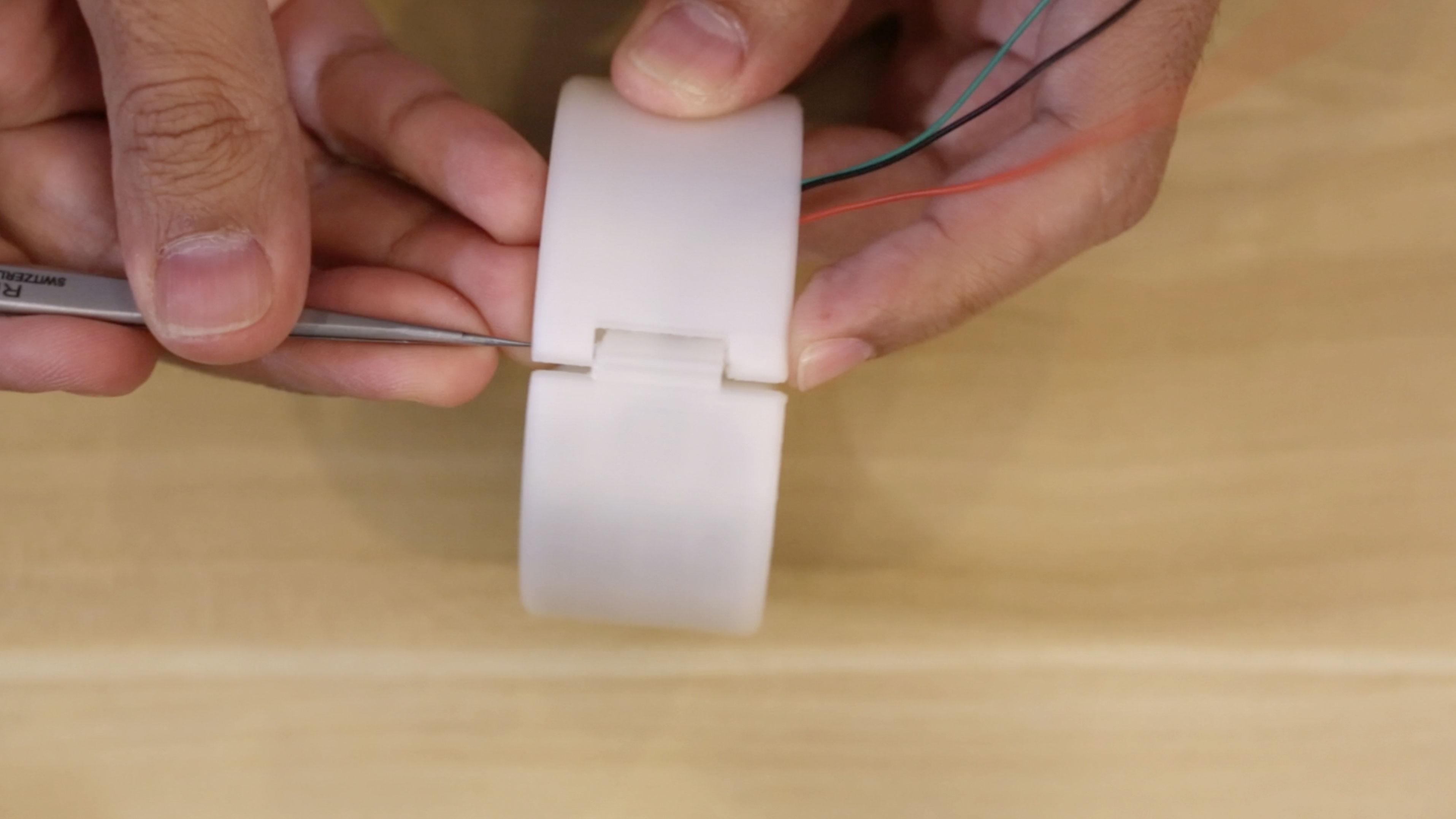 led_strips_led-strip-hinge-clip-jam.jpg
